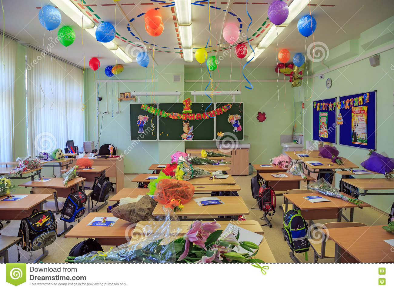 Celebratory decoration of the classroom devoted to the for Decoration porte de classe