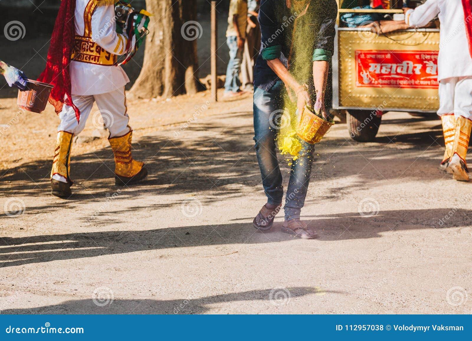 Celebrazione di Holi in alto vicino dell India o del Nepal