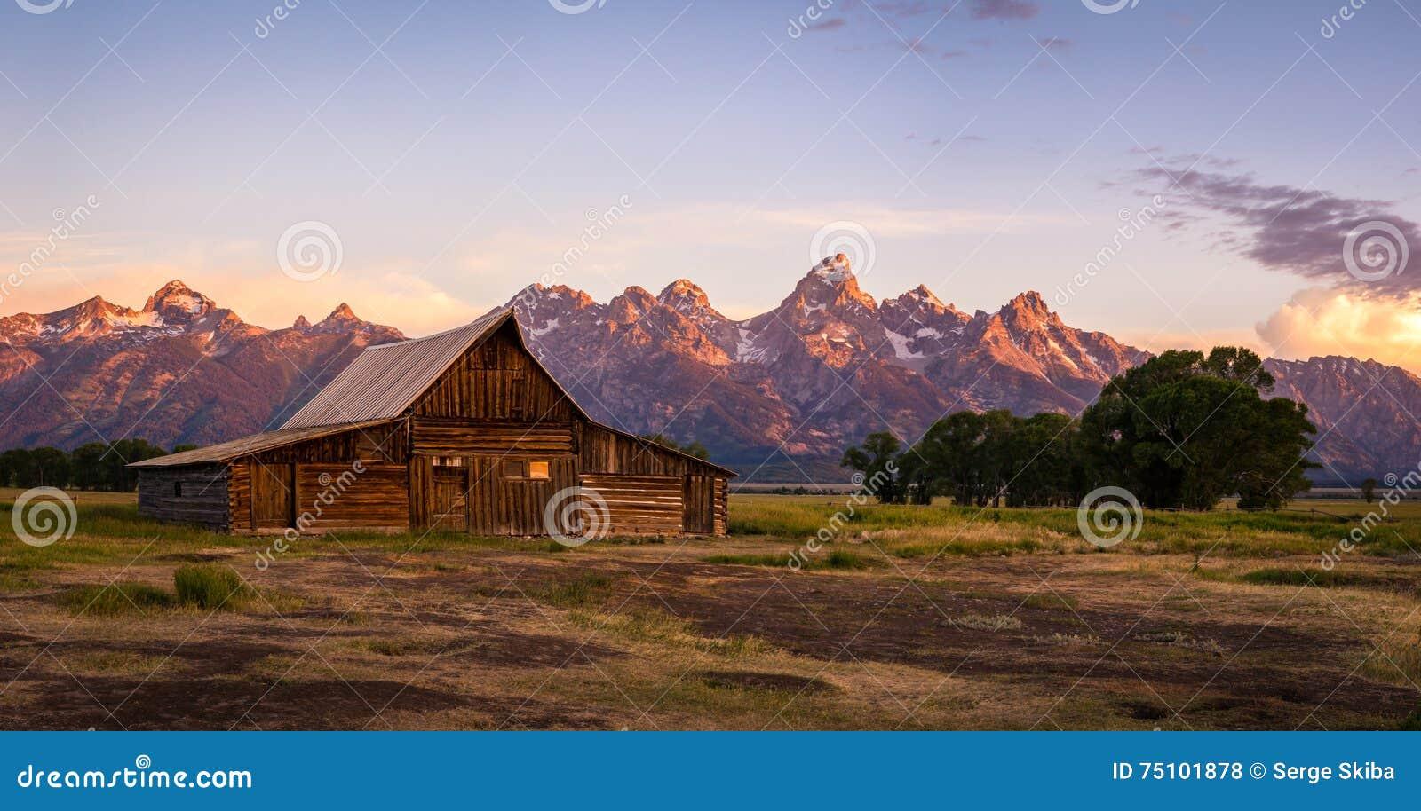 Celeiro na fileira do mórmon, parque nacional grande de Moulton de Teton, Wyoming