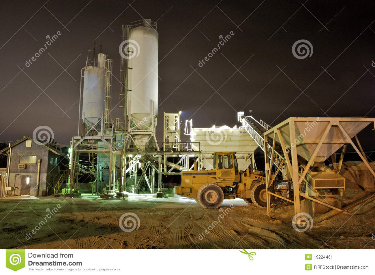 Cement Manufacturing Plants United States : Cement plant at night stock image