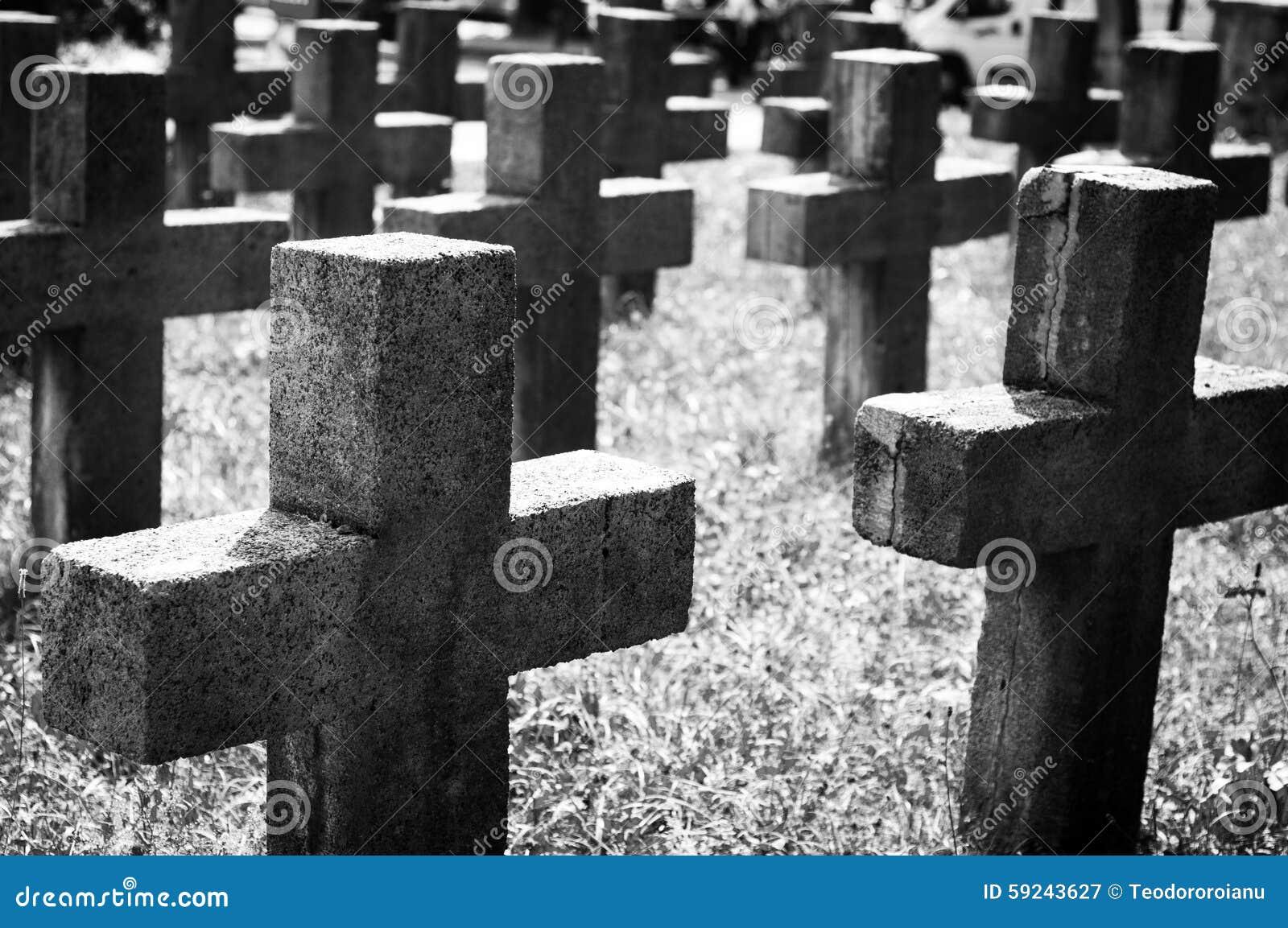 Download Cementerio blanco y negro imagen de archivo. Imagen de negro - 59243627