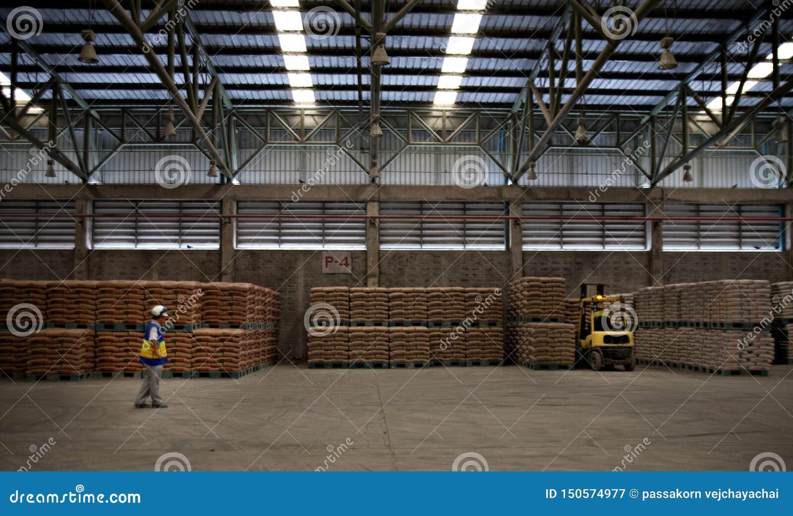 Cementowi pracownicy fabryczni