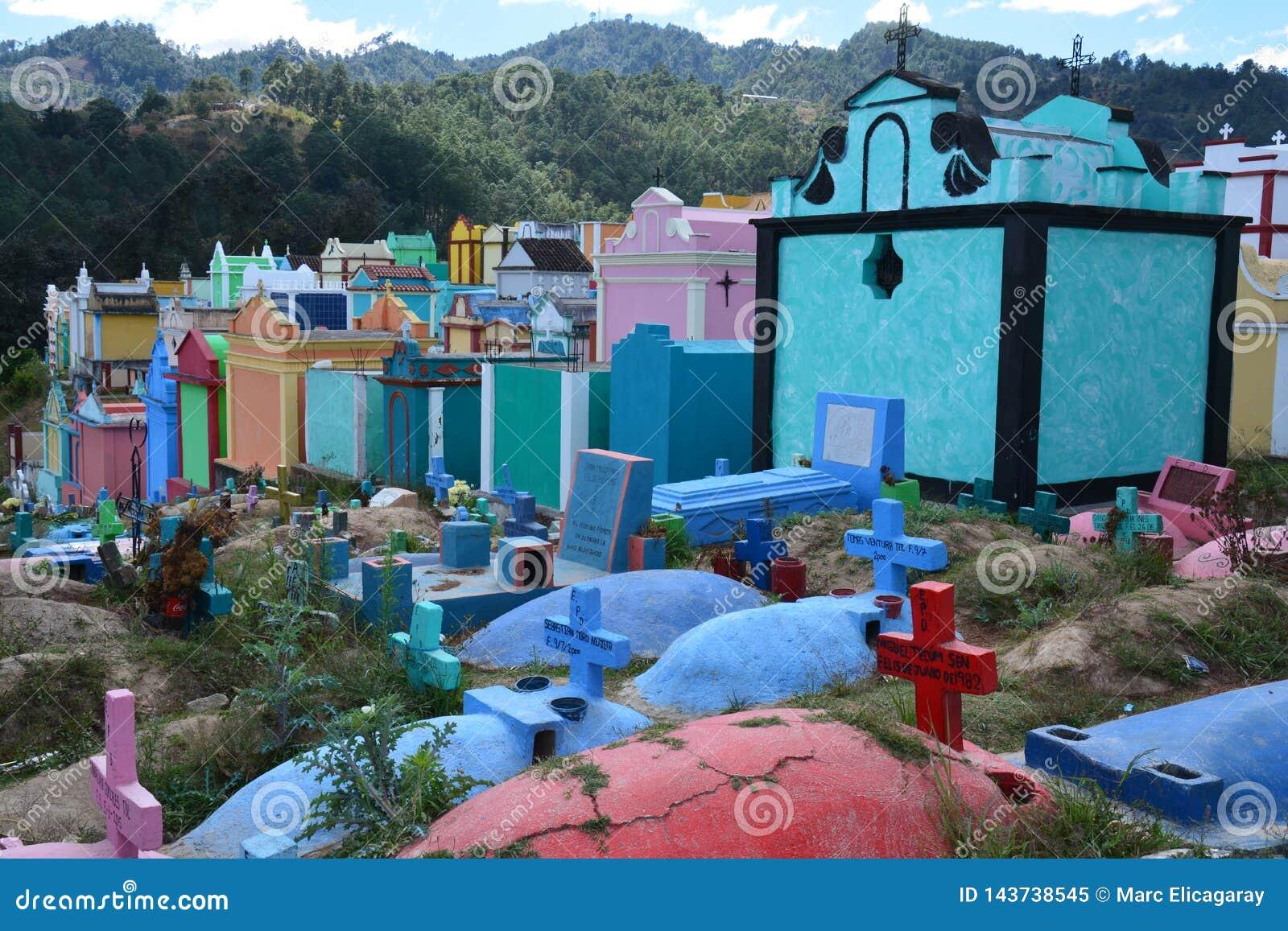 Cemitério colorido na Guatemala de Chichicastenango