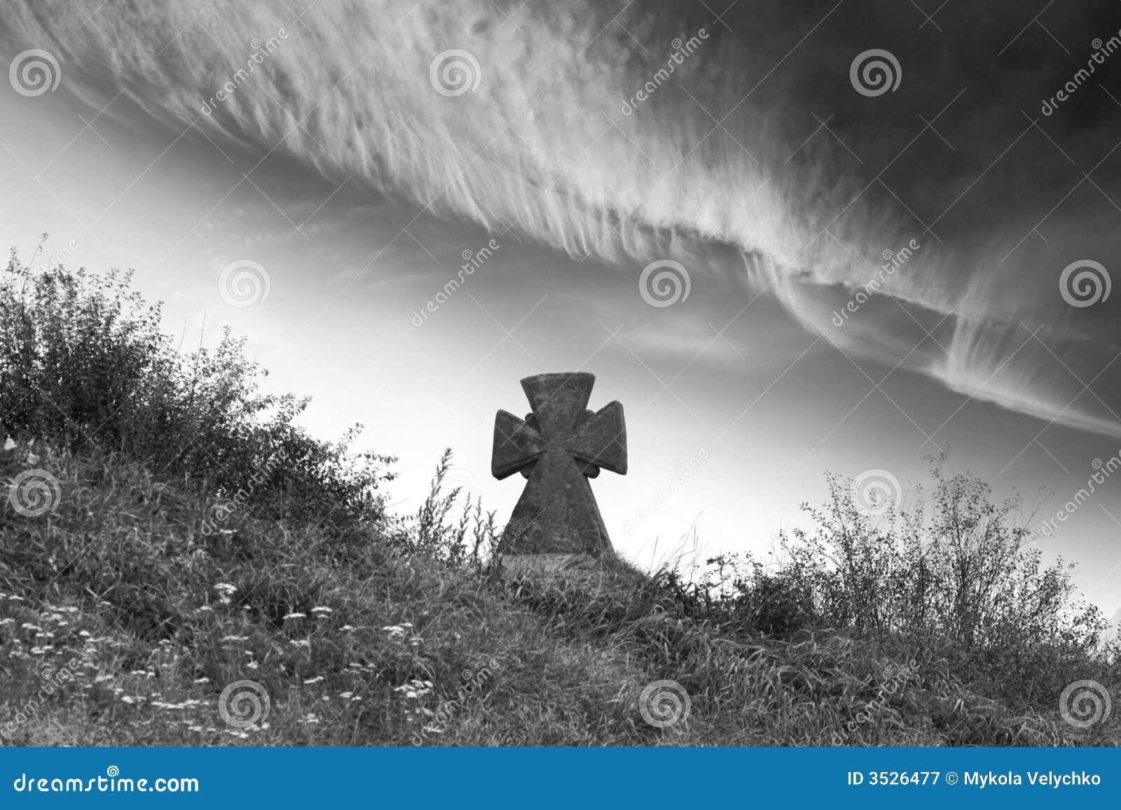 Cemitério e nuvens