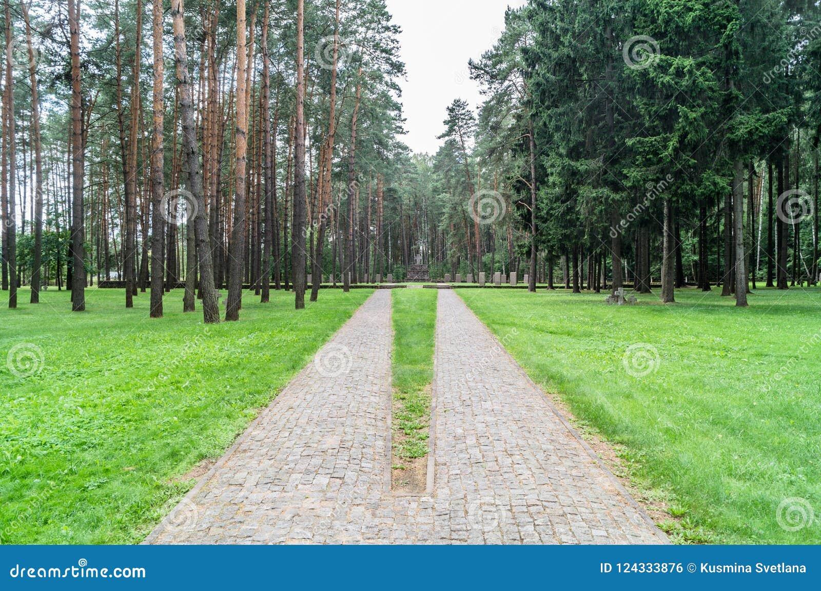 Cemitério memorável alemão perto de Smolensk em Rússia