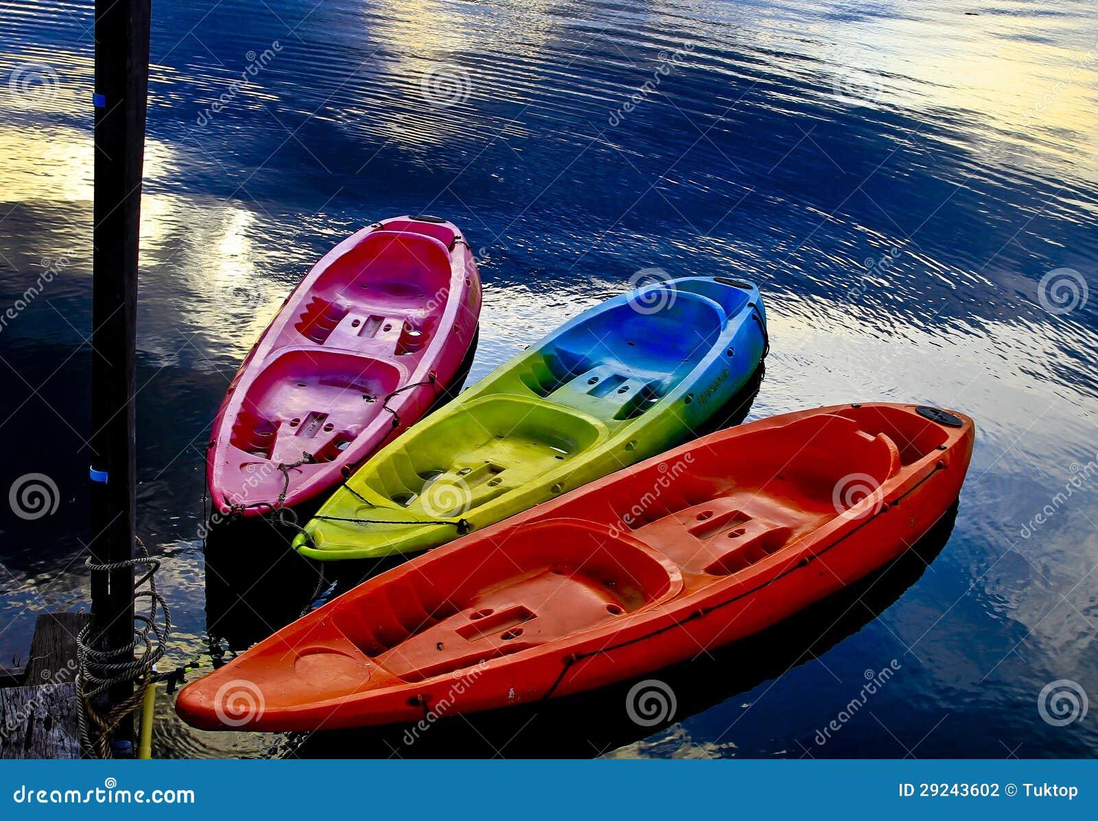Download Cenário Bonito, Assoalho De Madeira Com Algum Barco No Lago Foto de Stock - Imagem de esportes, mola: 29243602