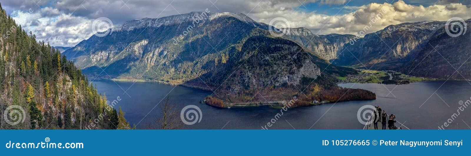 Cenário do panorama da montanha de Hallstatt - Skywalk, austríaco Apls
