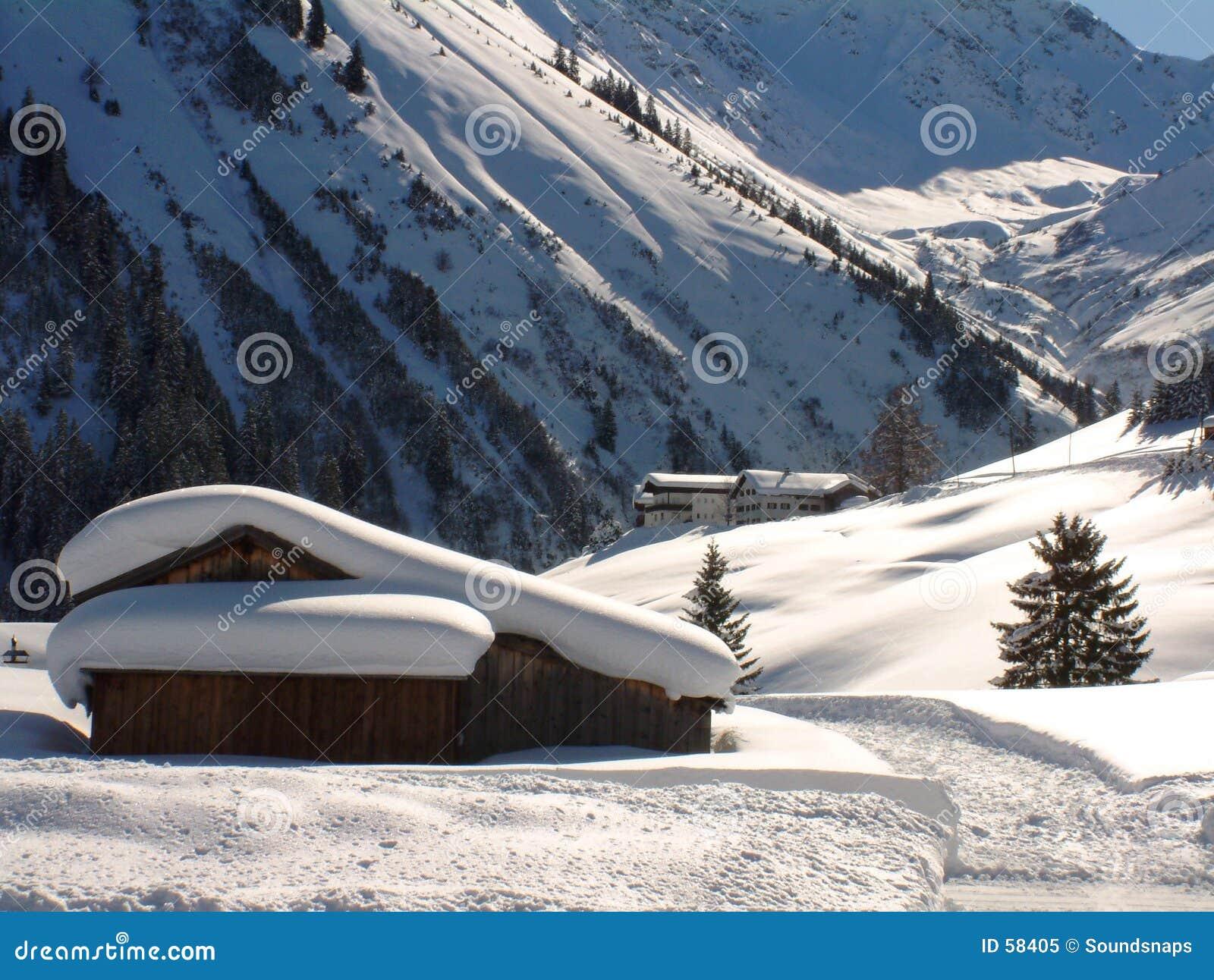 Cena alpina austríaca do inverno