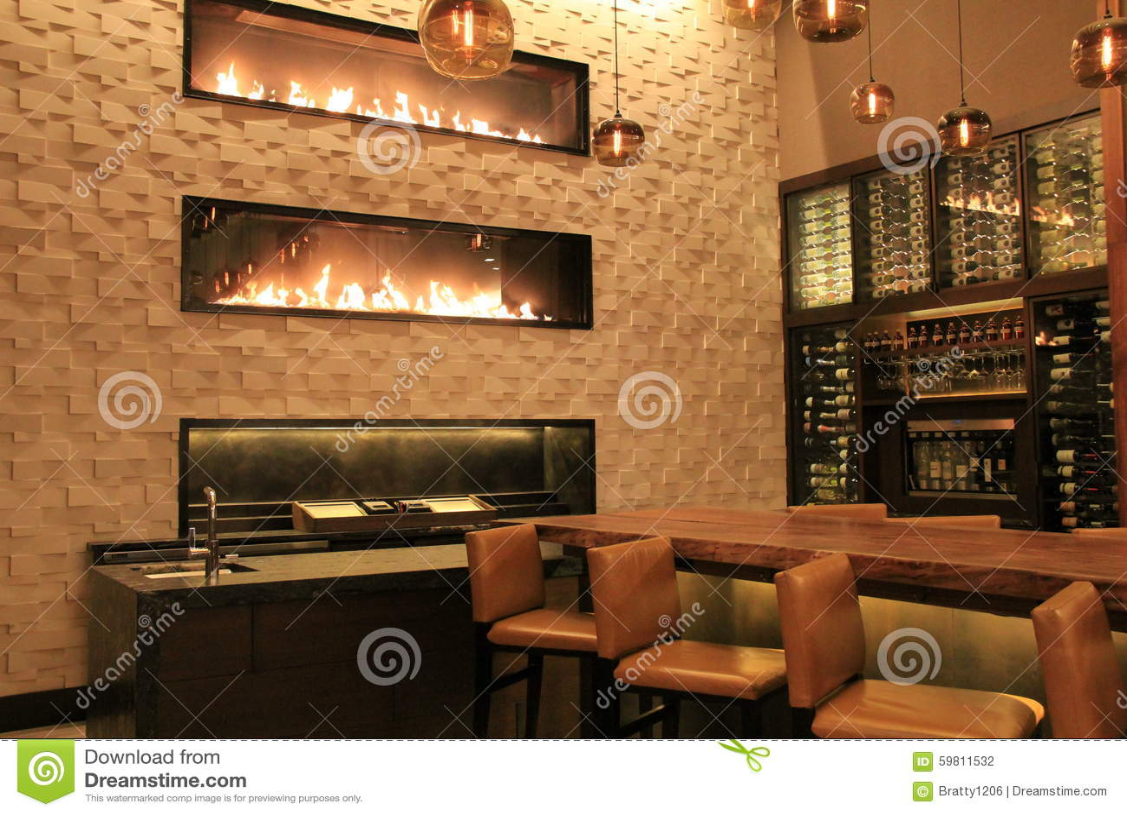 Cena bonita da barra, com morno, convidando, chaminés, hotel de Grand Hyatt, Denver, Colorado, 2015