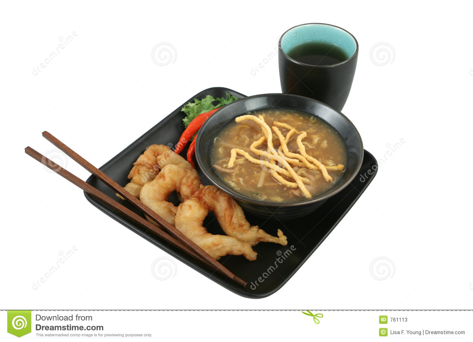 Cena china aislada con el camino