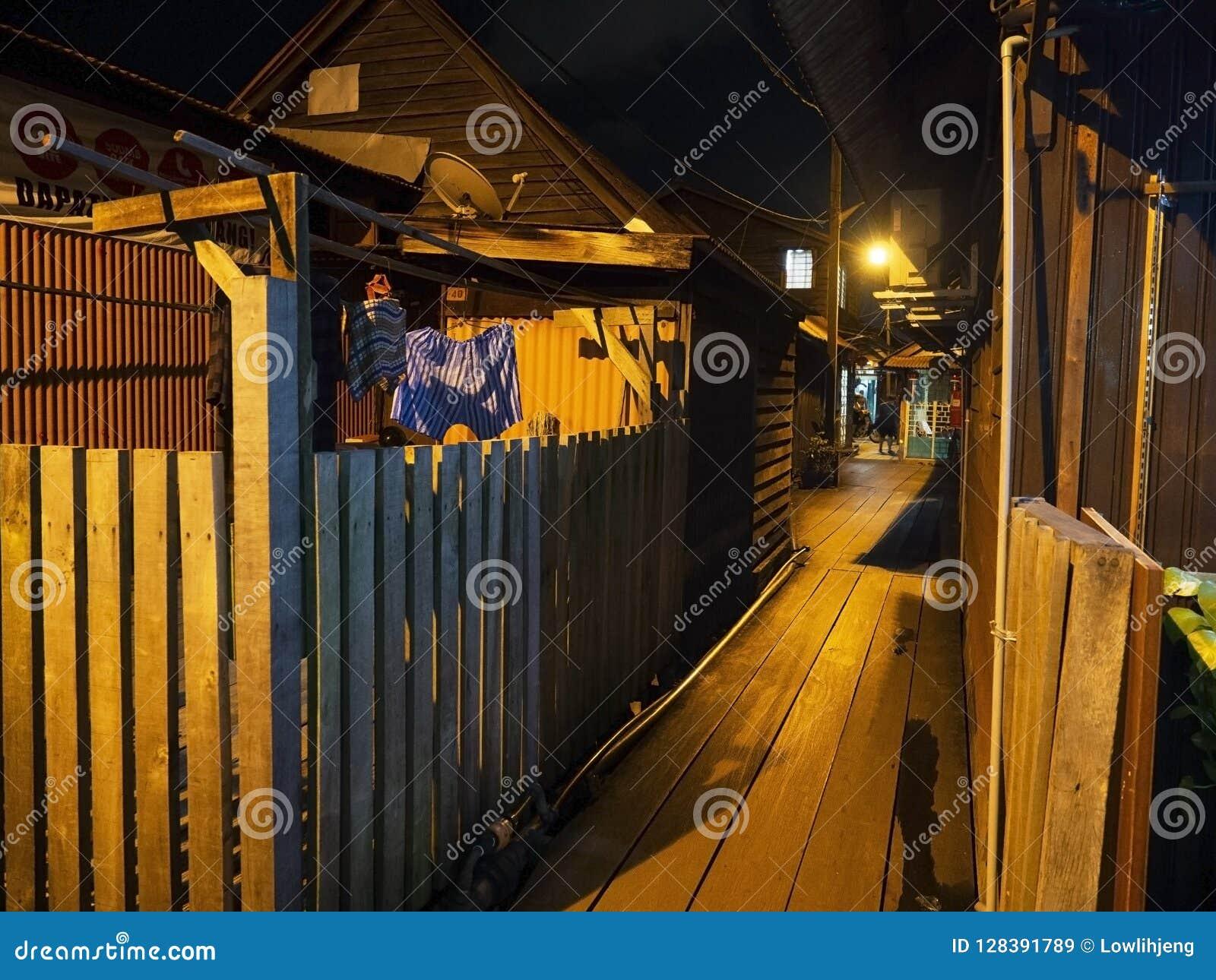 Cena da noite das casas ao longo do molhe da mastigação, Penang