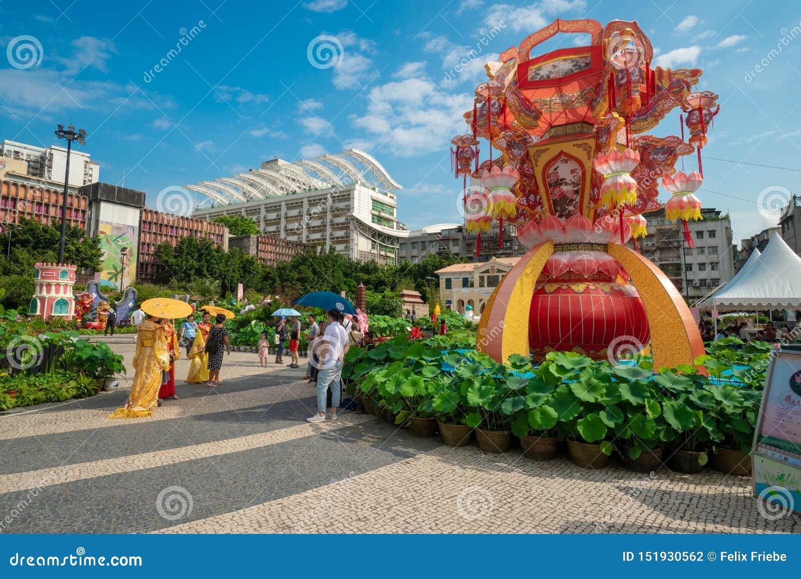 Cena da rua em um quadrado ocupado em Macau