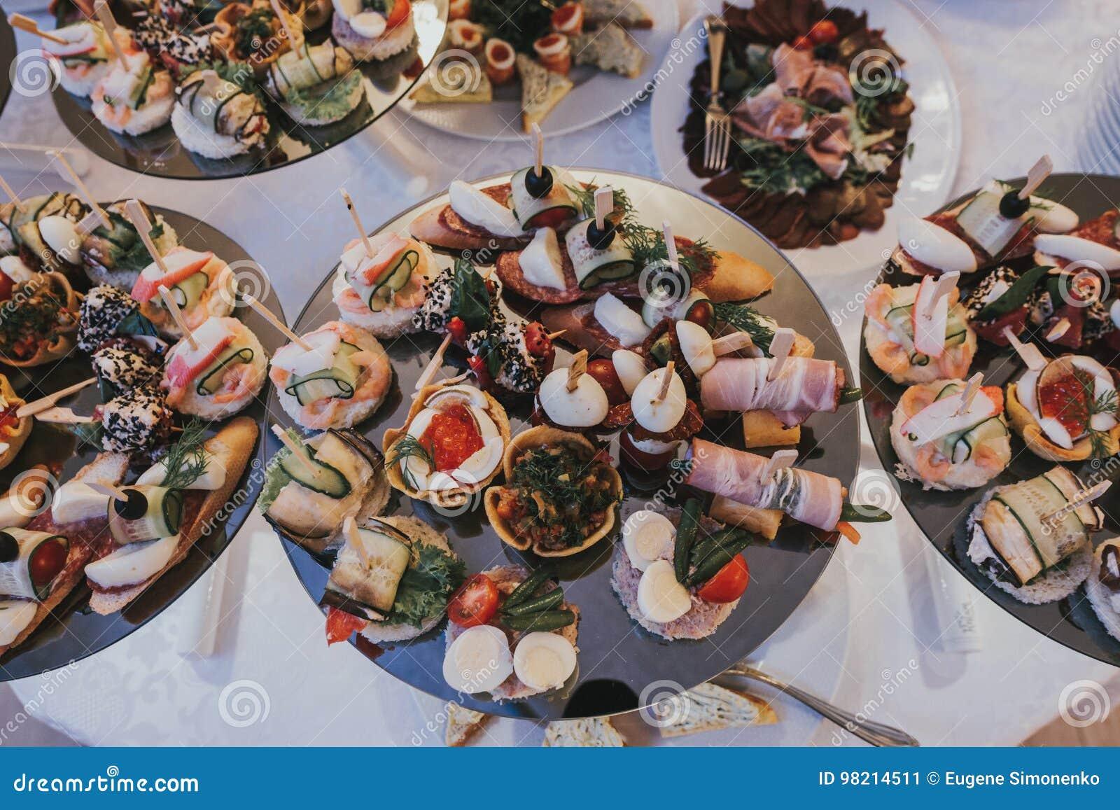 Cena di lusso servita sulla tavola