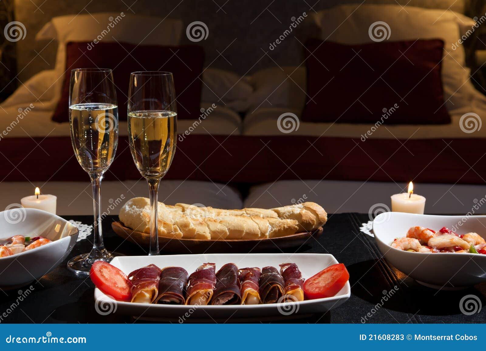 Cena rom ntica en un hotel lujoso imagen de archivo imagen de serrano velas 21608283 - Cena romantica con velas ...