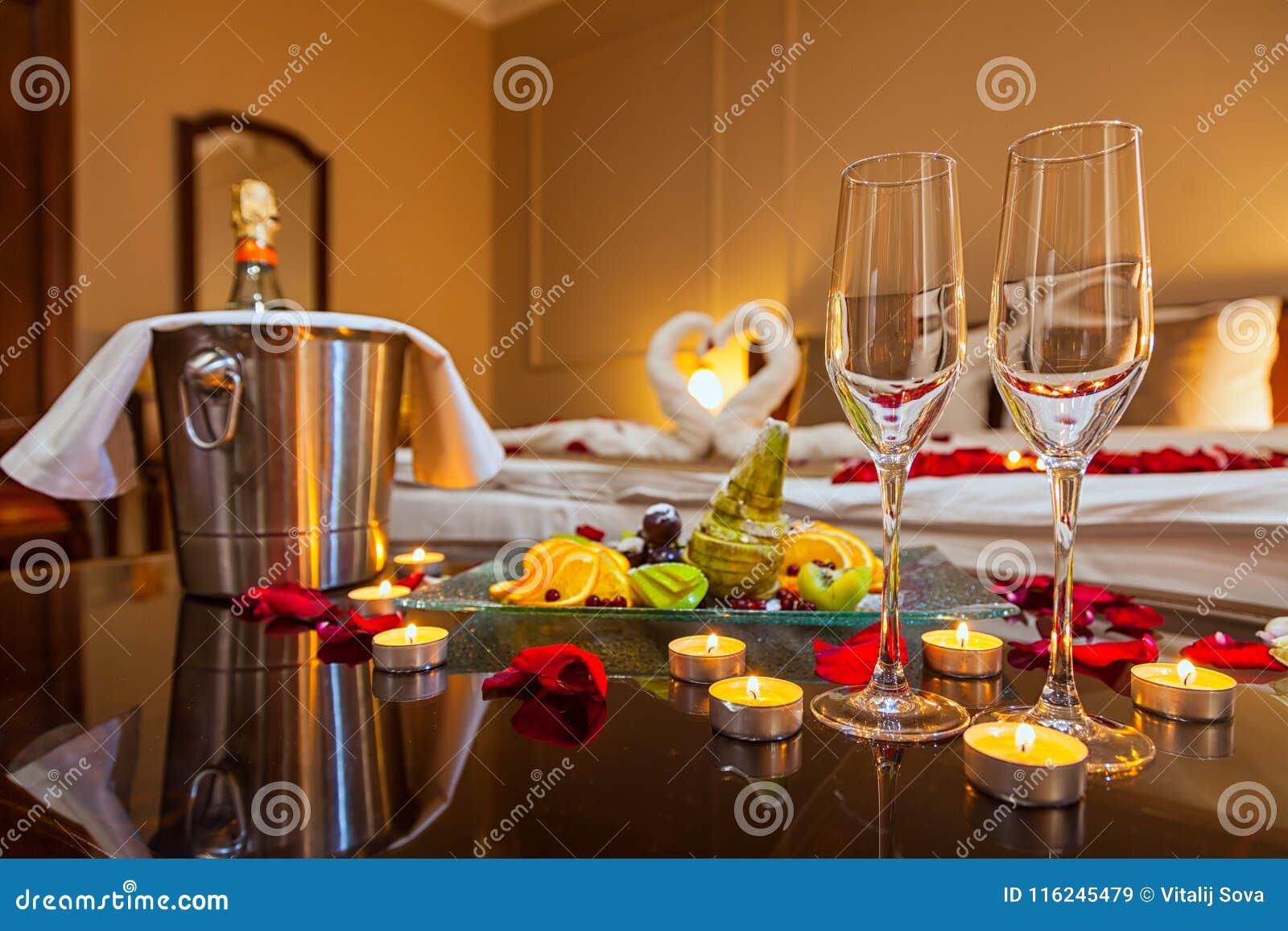 Cena Romántica Para Los Amantes Imagen De Archivo Imagen De Fondo Belleza 116245479