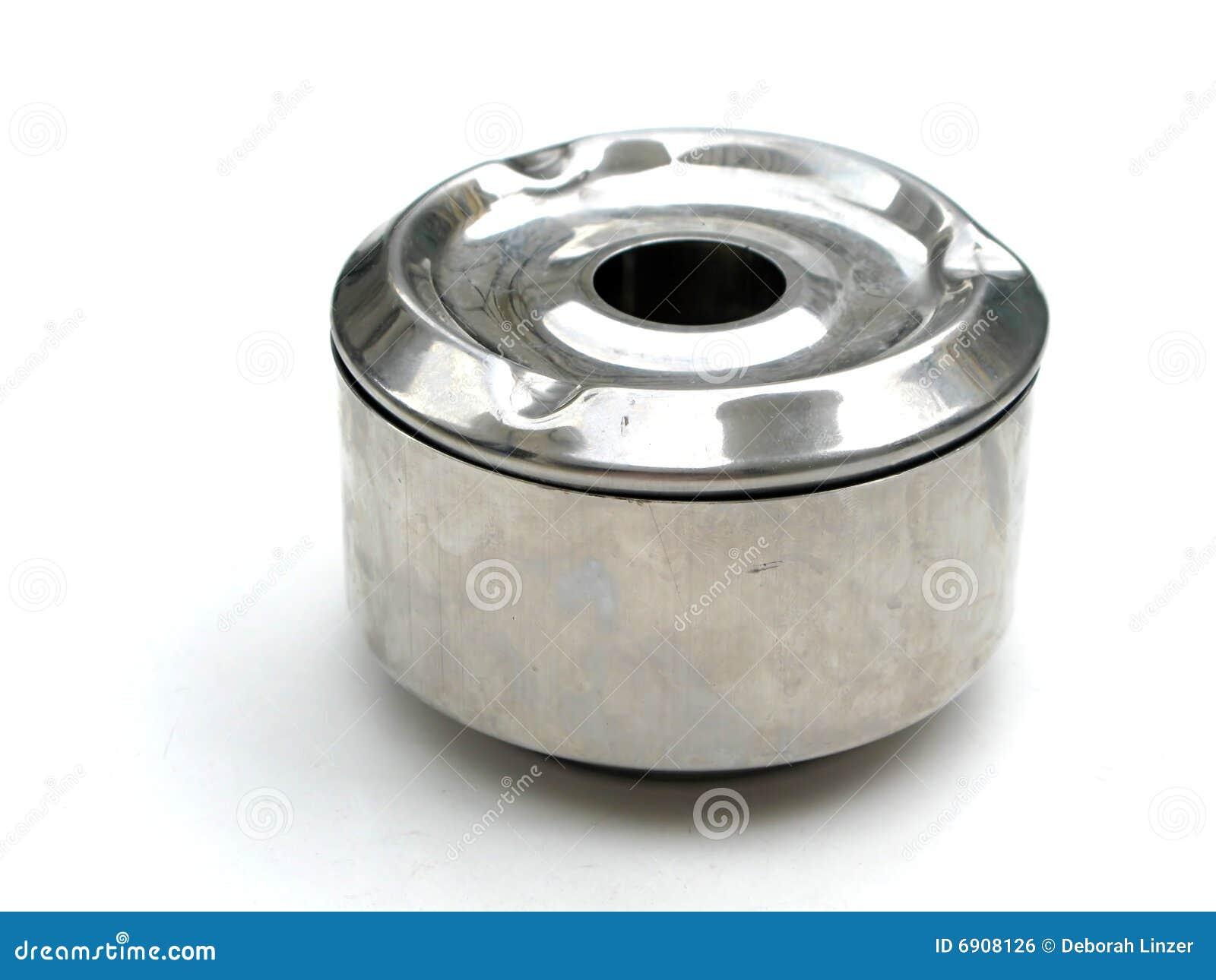 Cenicero del metal