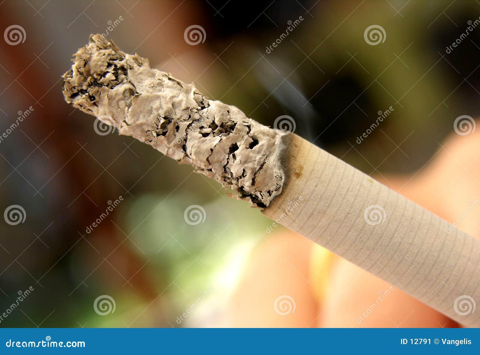 Ceniza de cigarrillo