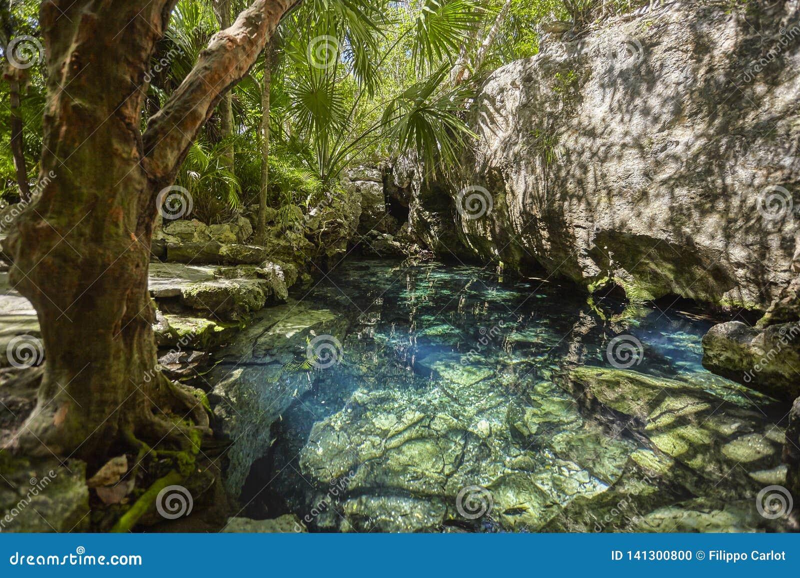 Cenote Azul em México
