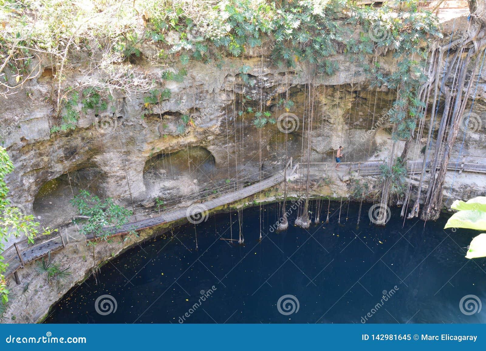 Cenote XCanché dichtbij Valladolid Mexico