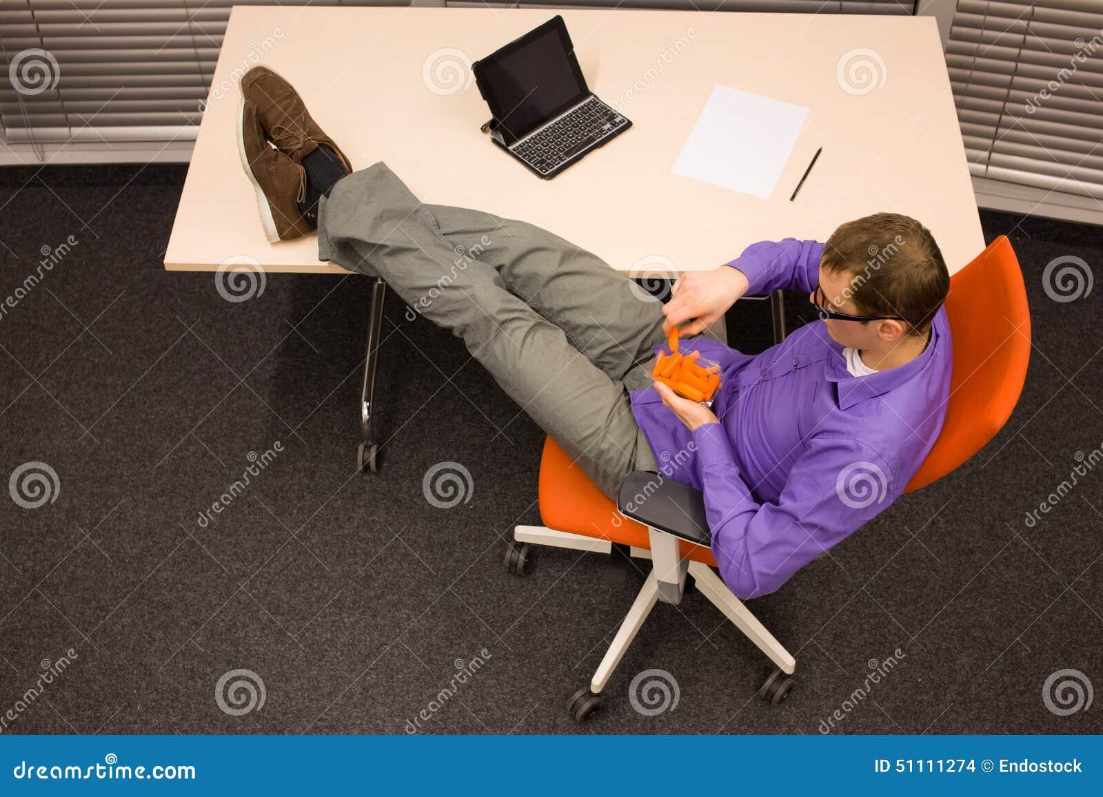 Cenoura antropófaga no escritório