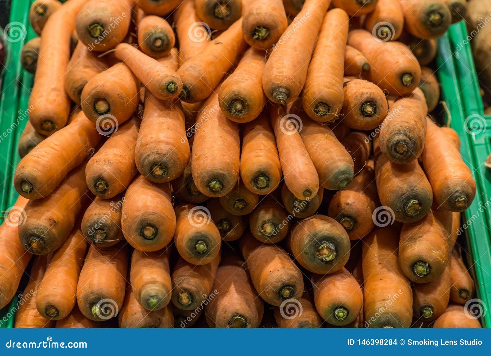 Cenouras no supermercado