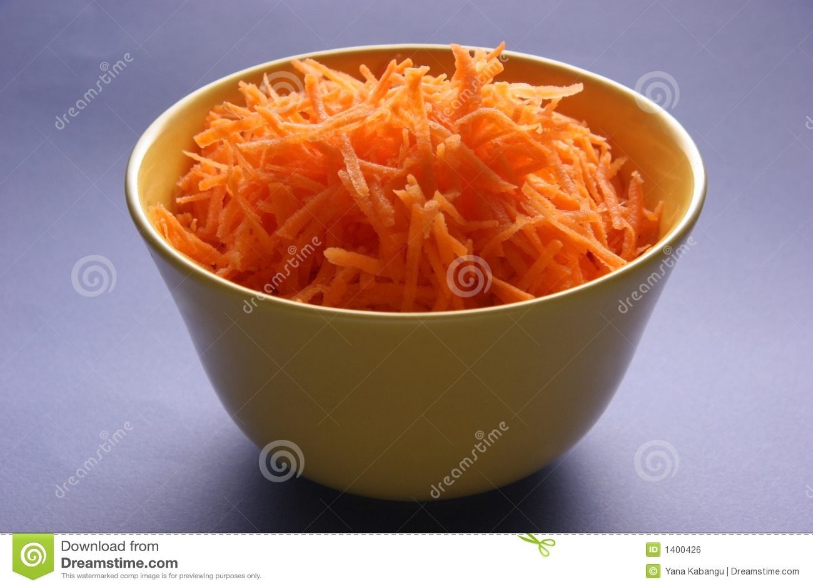 Cenouras raspadas.