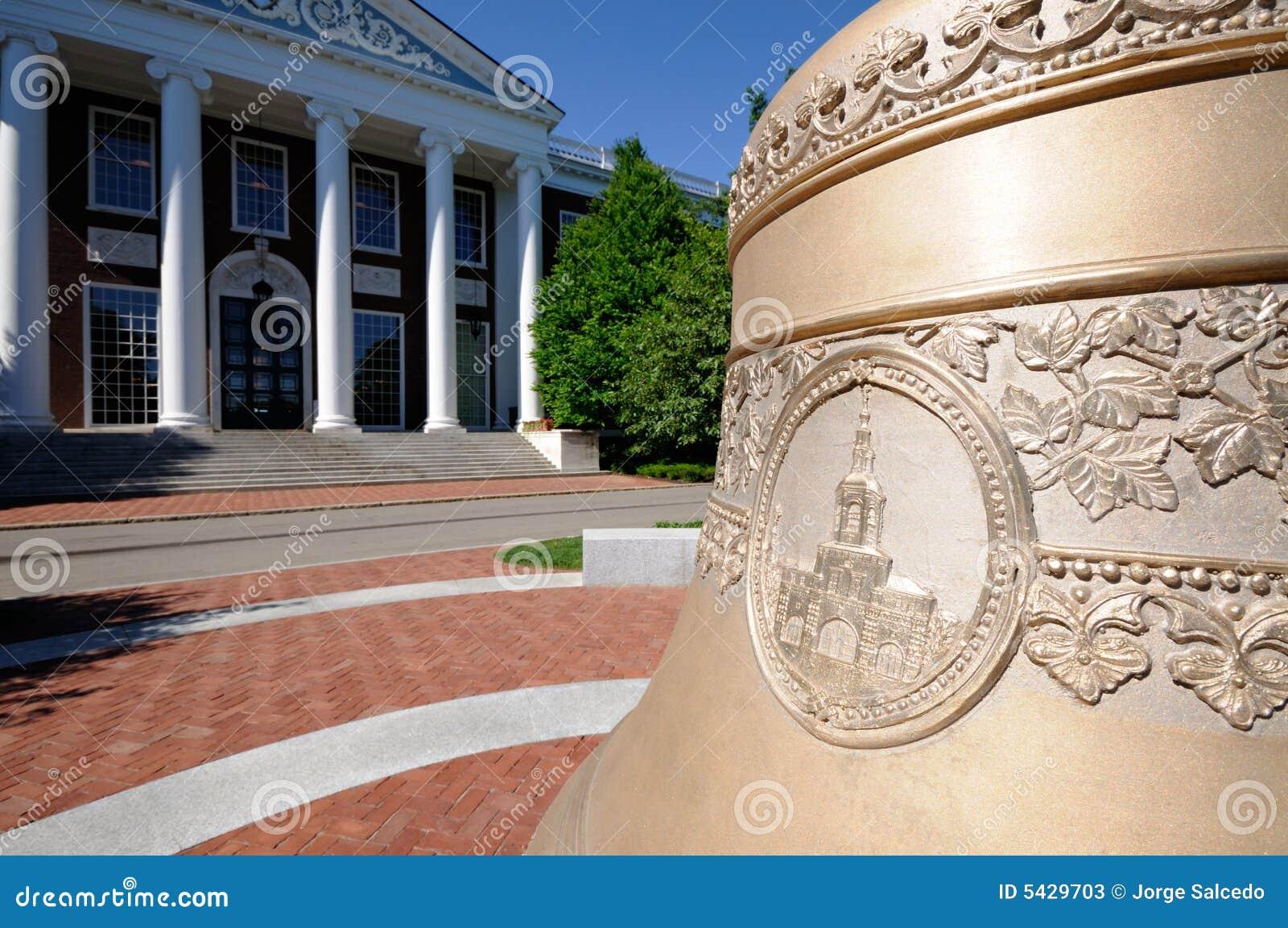 Centenial Bell alla scuola di commercio di Harvard
