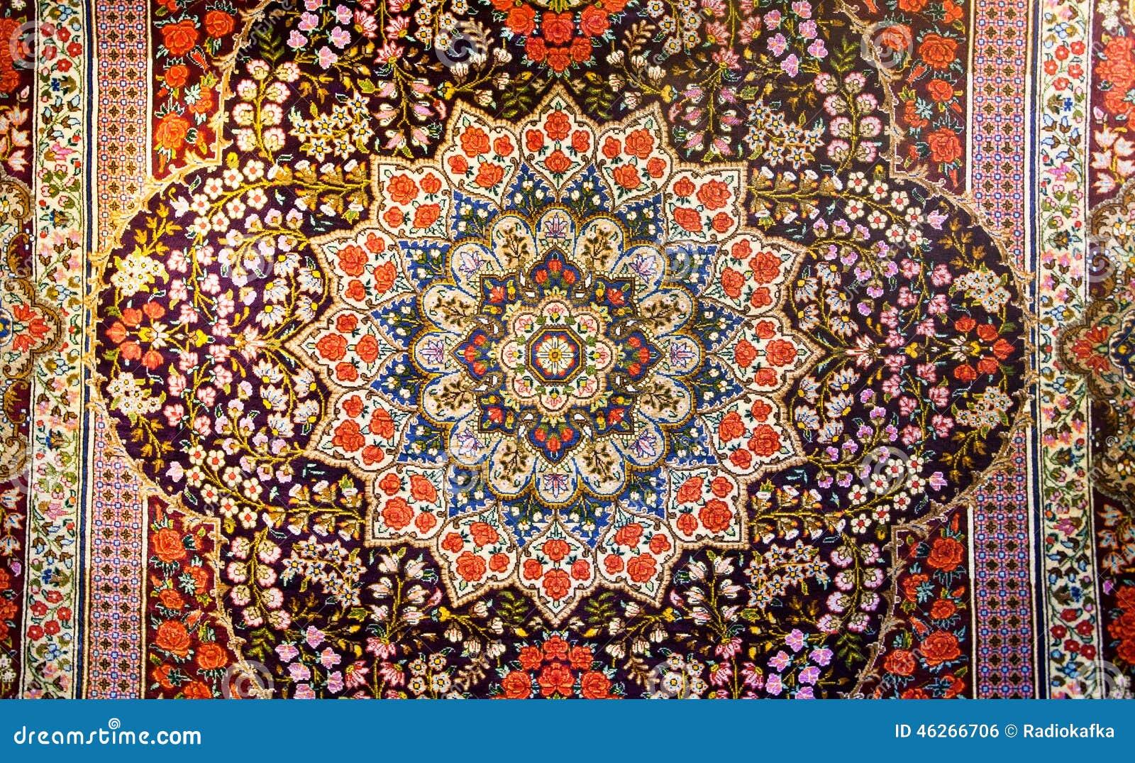 Centraal fragment van mooi oosters perzisch tapijt met kleurrijke textuur stock foto - Oosters stof ...