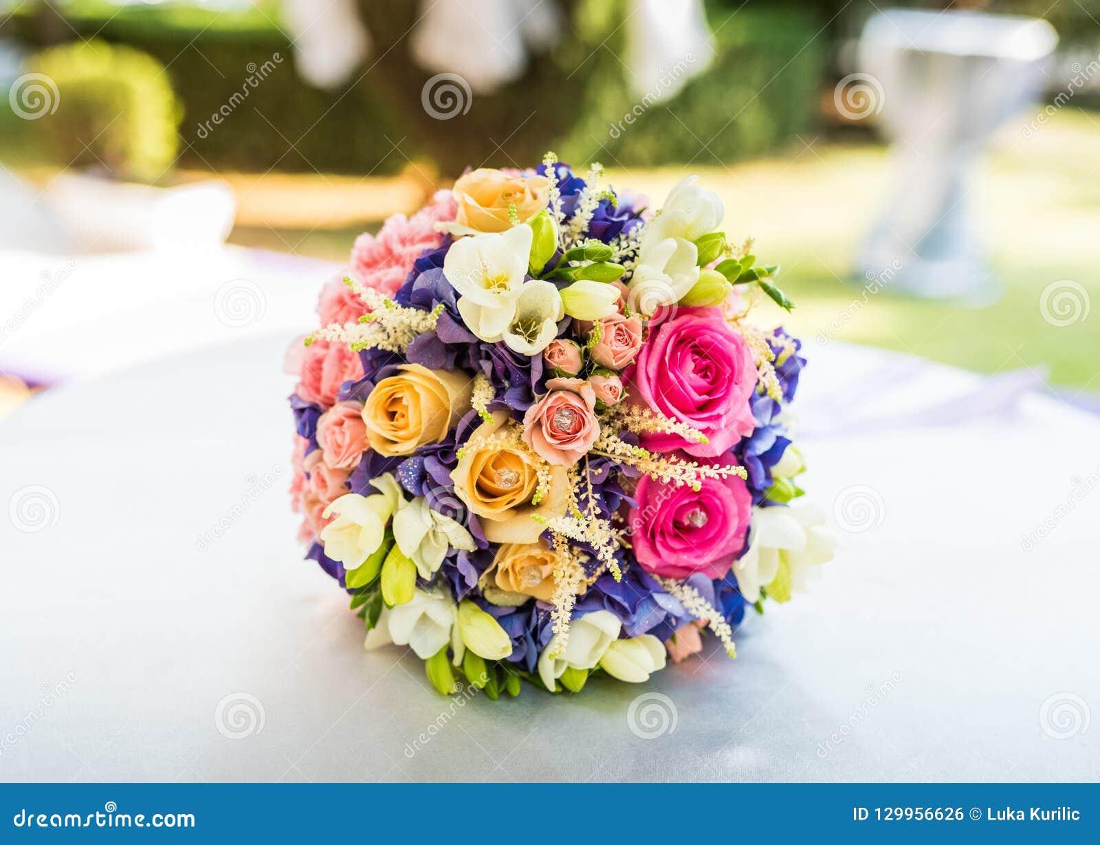 Central dof bukiet róż ogniskowy kwiatek punktu nisko poślubić