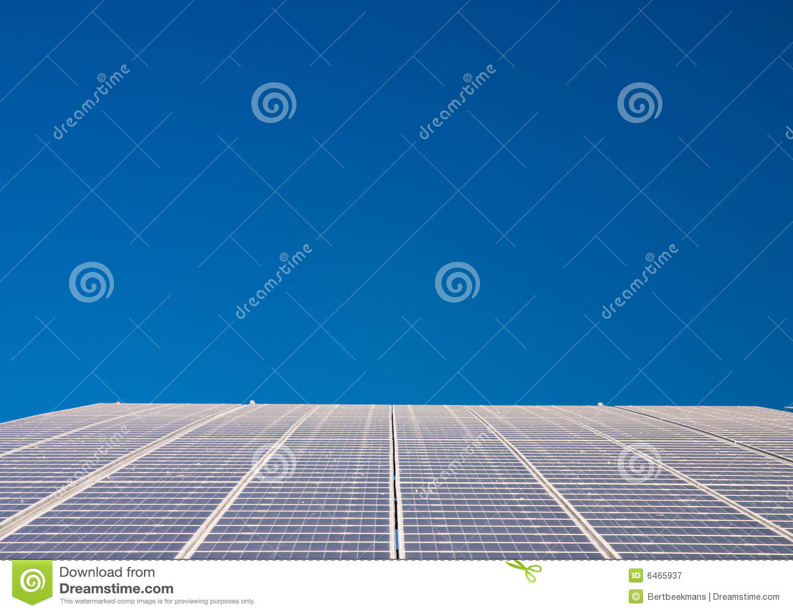 Central energética que funciona em células solares
