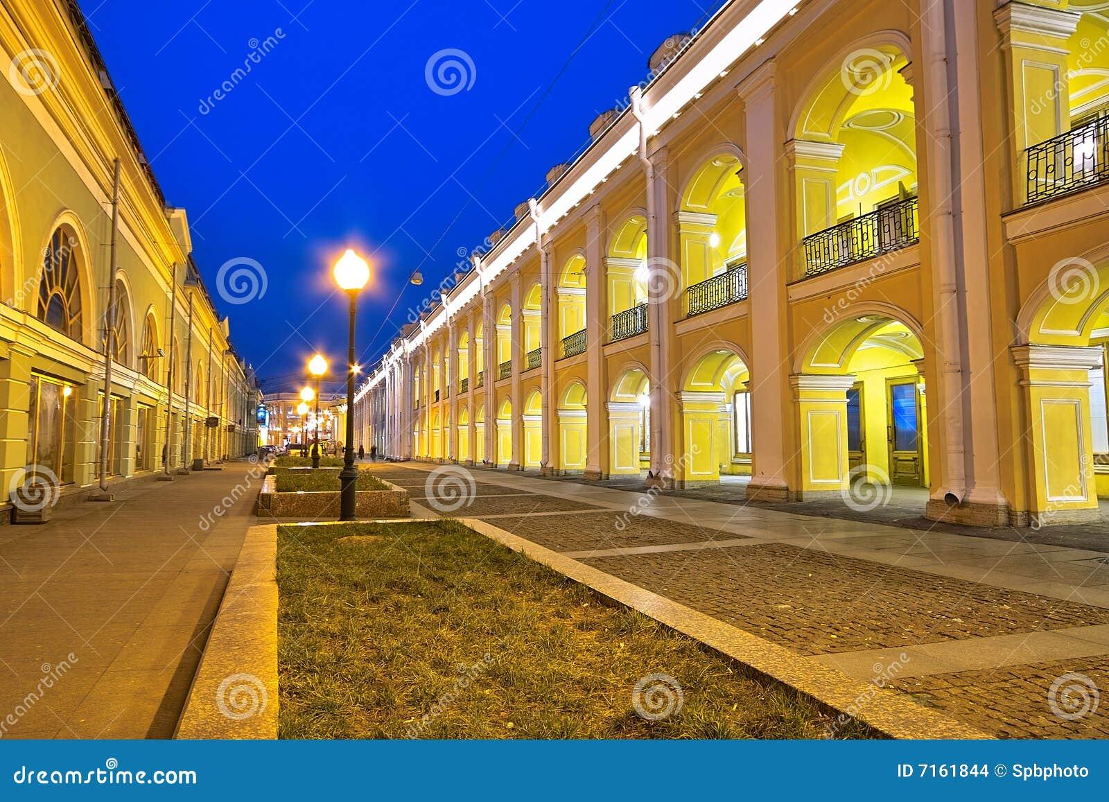 Download Central Shopping Malls In Saint Petersburg Stock Photo - Image of landmark, lamp: 7161844