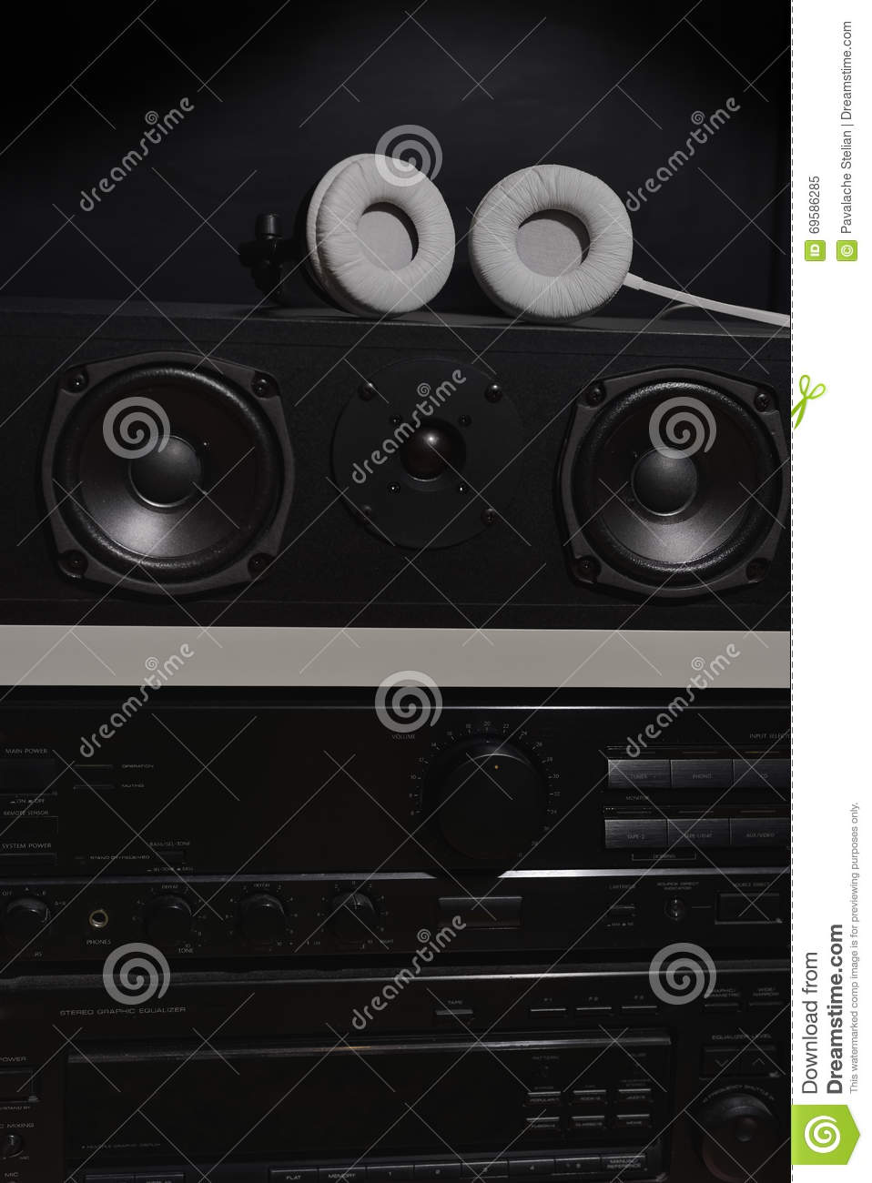 Central Speakers And Stereo Amplifier With Digital Equalizer