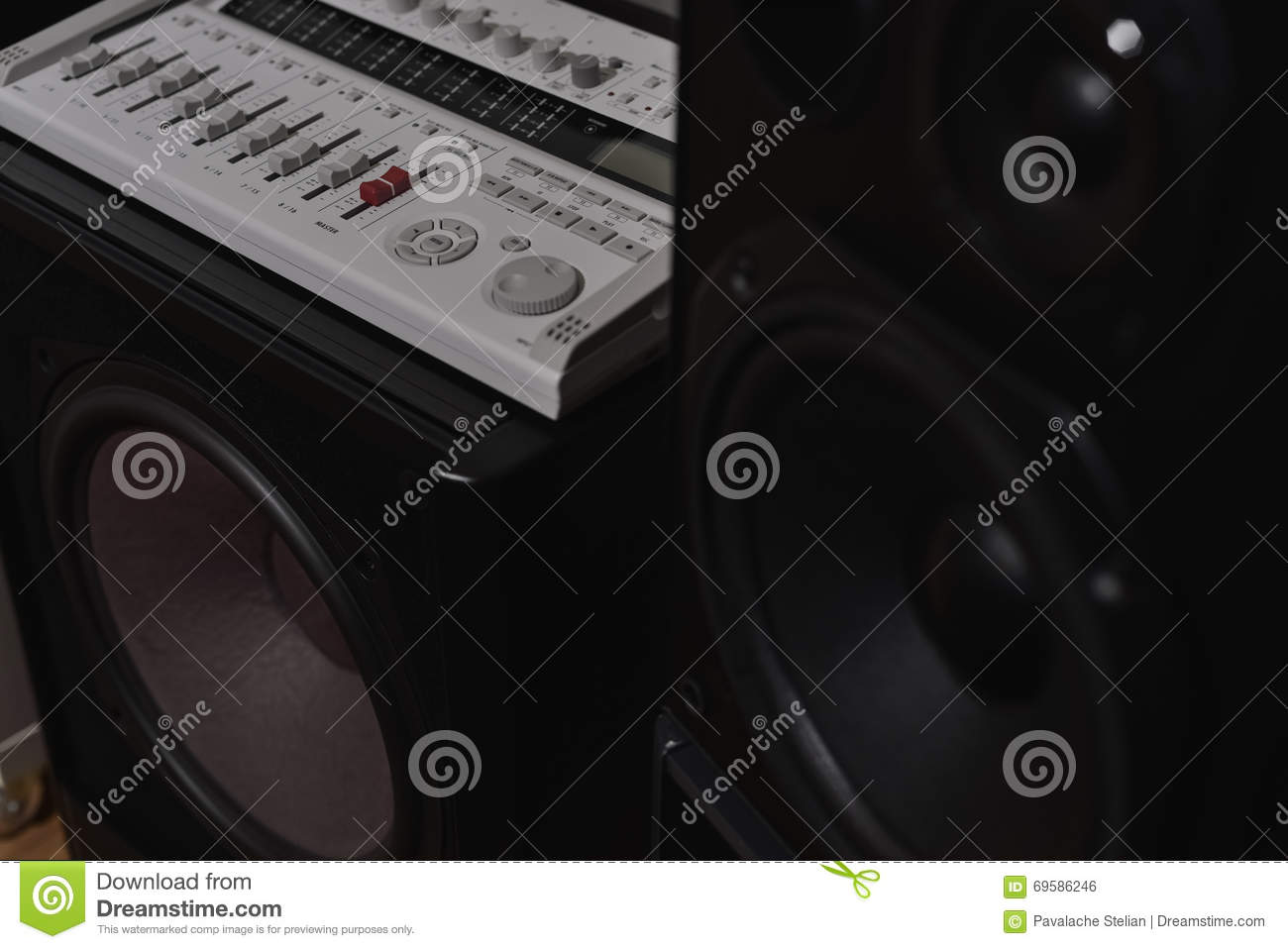 how to connect subwoofer to mixer