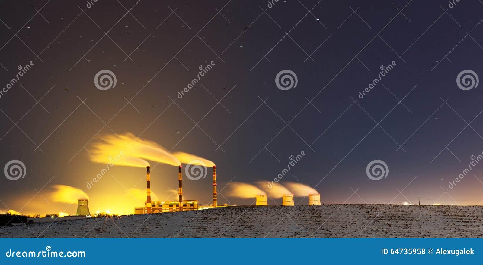 Centrale elettrica alla notte