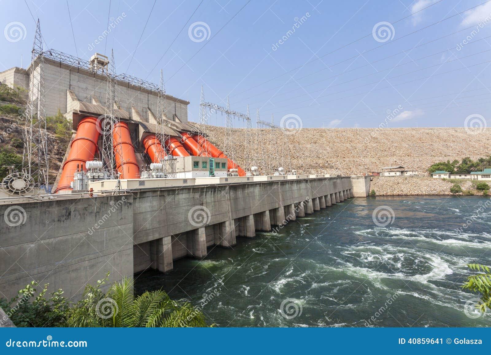 Centrale hydroélectrique d Akosombo sur la rivière de la Volte au Ghana