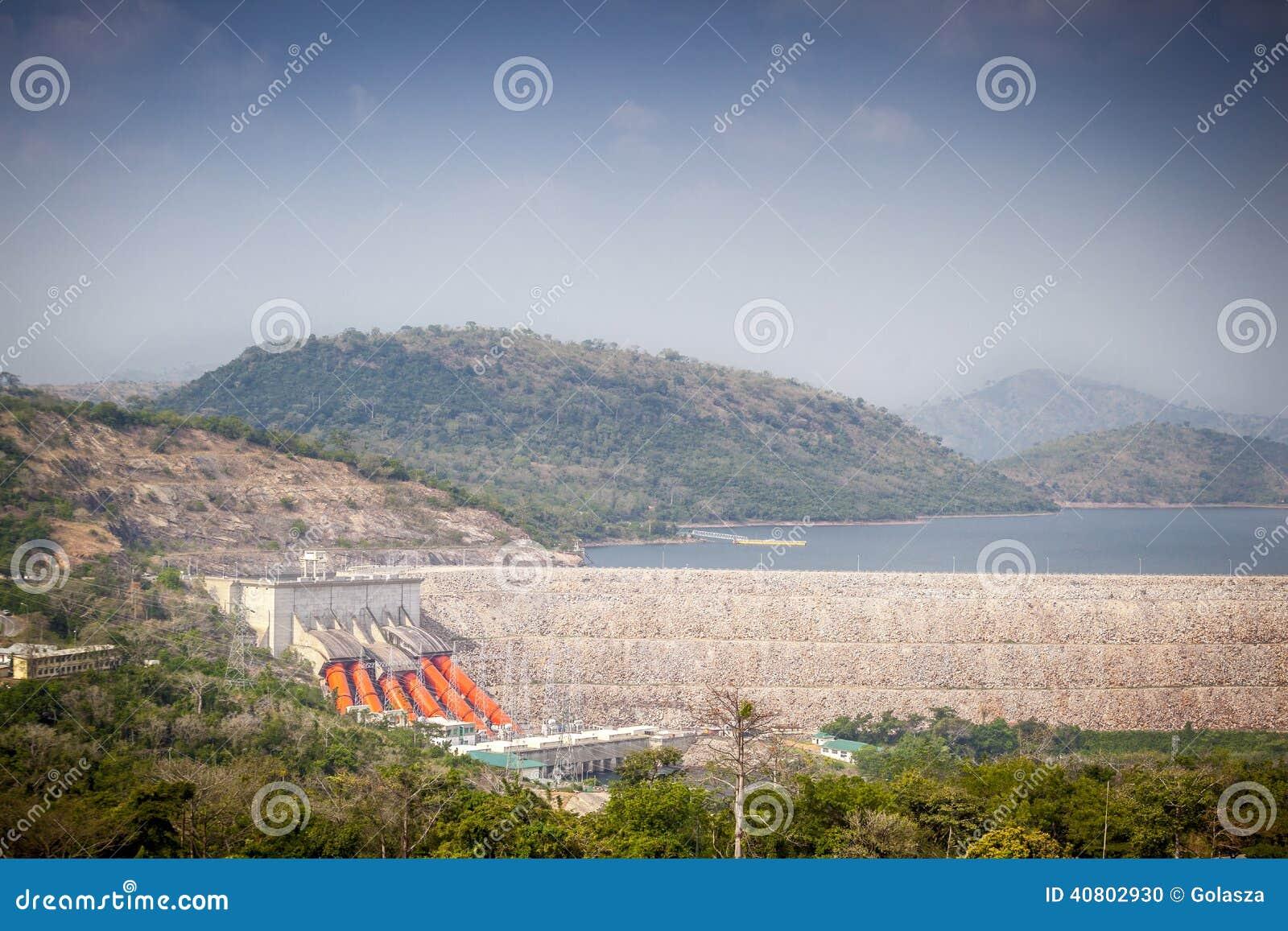 Centrale idroelettrica di Akosombo sul fiume del Volta nel Ghana