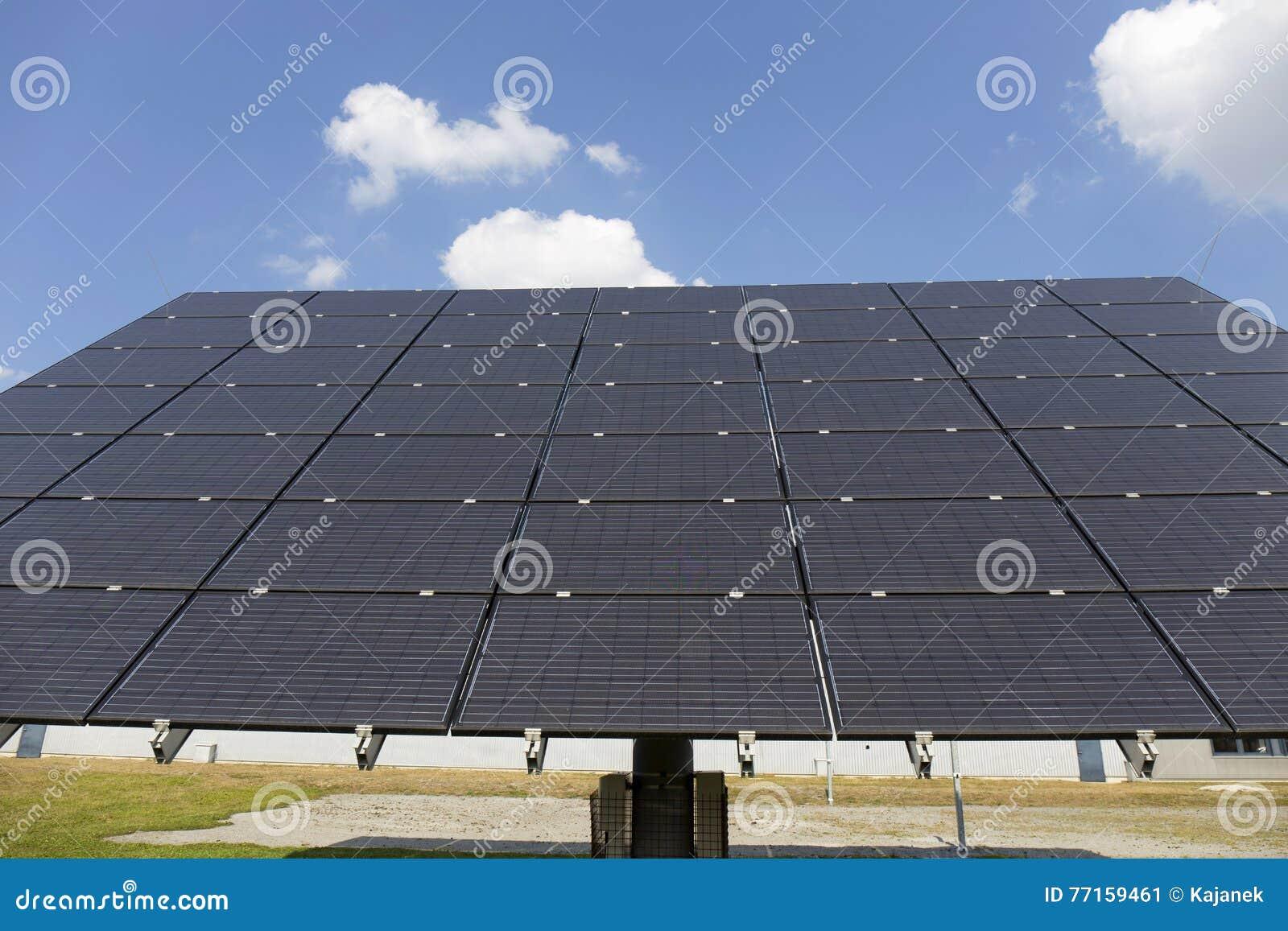 Centrale solaire sur le pré d été