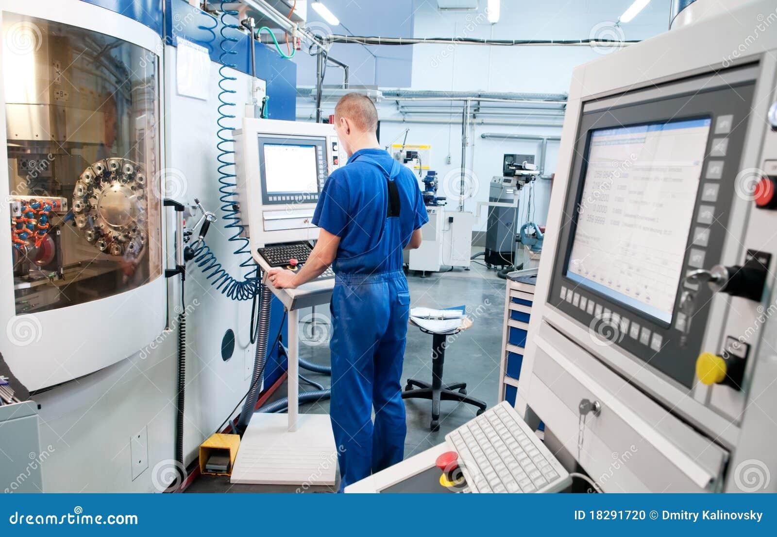 Centre d usinage de commande numérique par ordinateur d opération d ouvrier