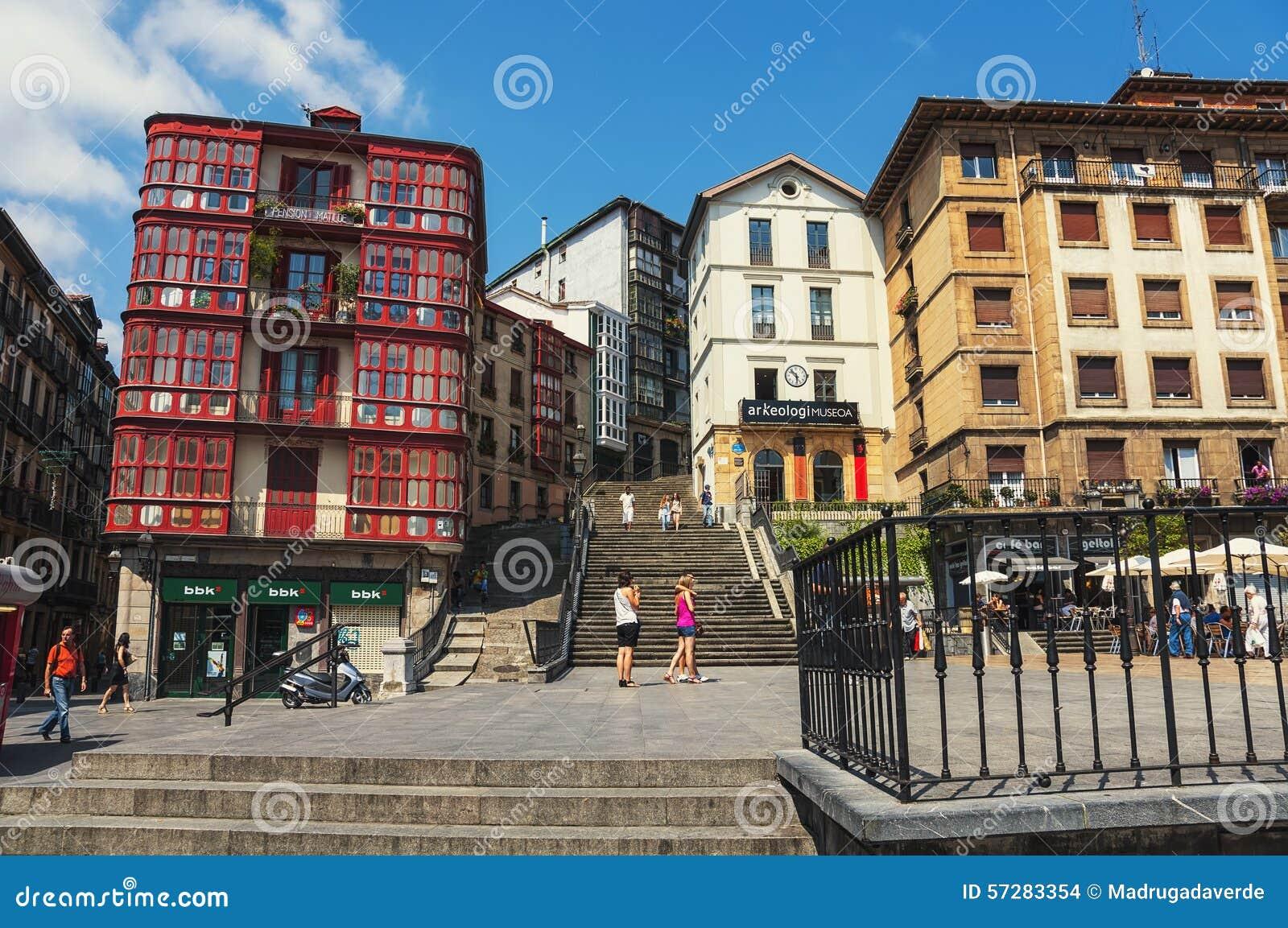 Centre de la ville de bilbao espagne image stock for Piscine bilbao