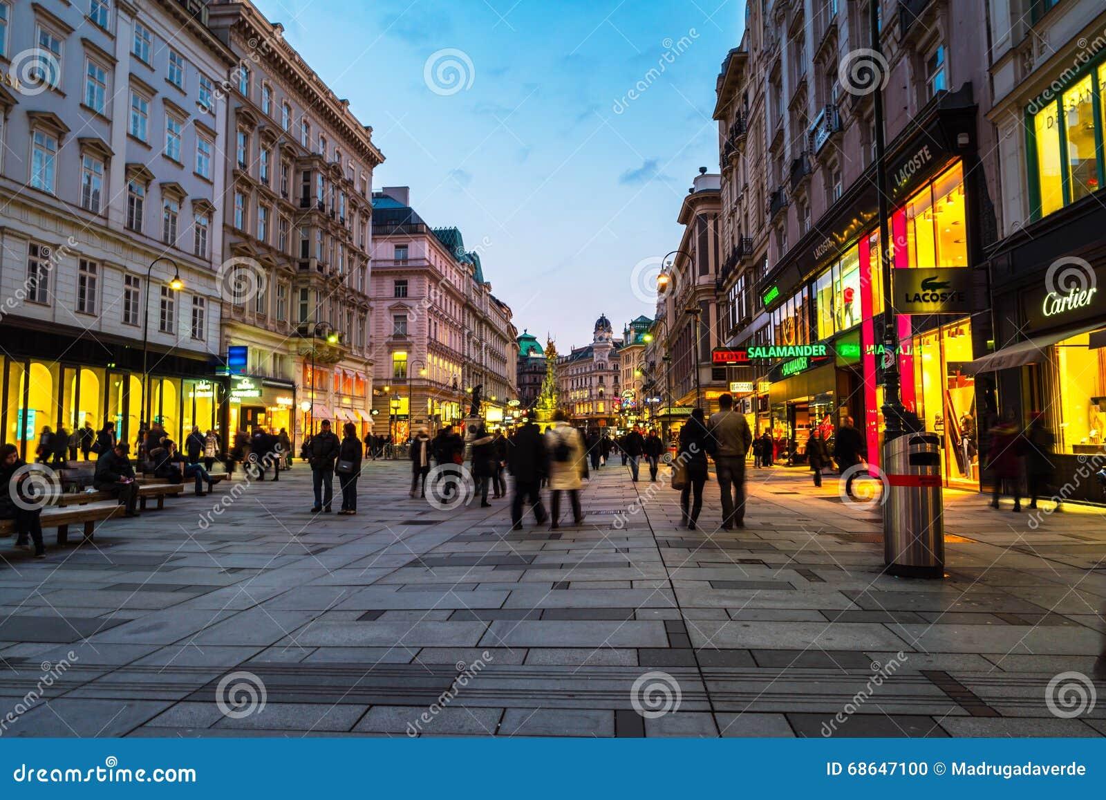 Centre de la ville de vienne la nuit image ditorial for Piscine de vienne