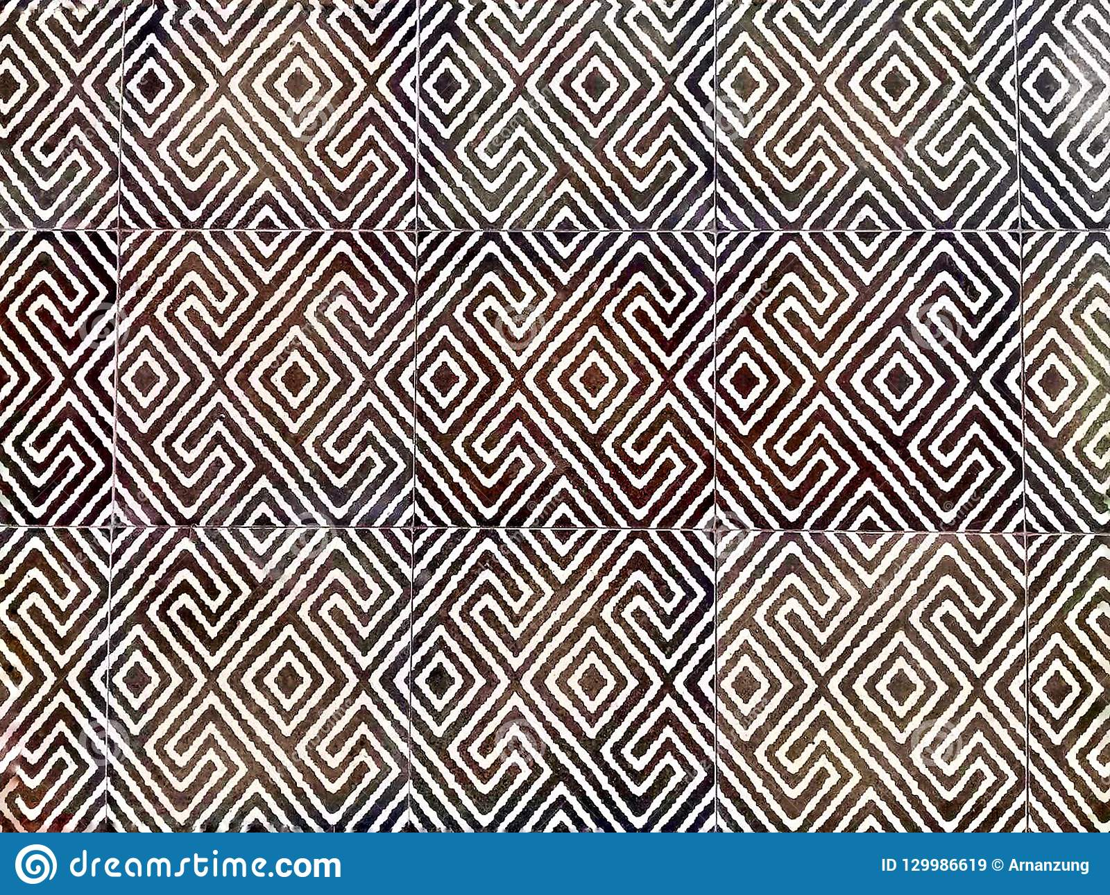 Centre sélectif de conception abstraite de modèle de la tuile décorative à stratifier sur le plancher
