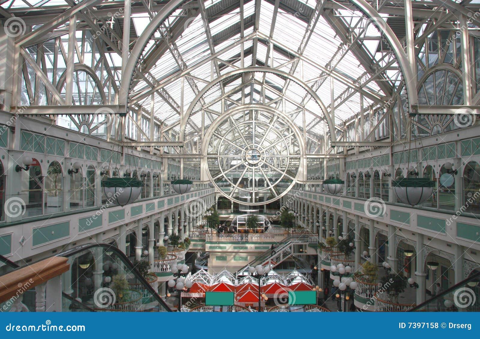 Centro comercial de Dublín con la azotea transparente