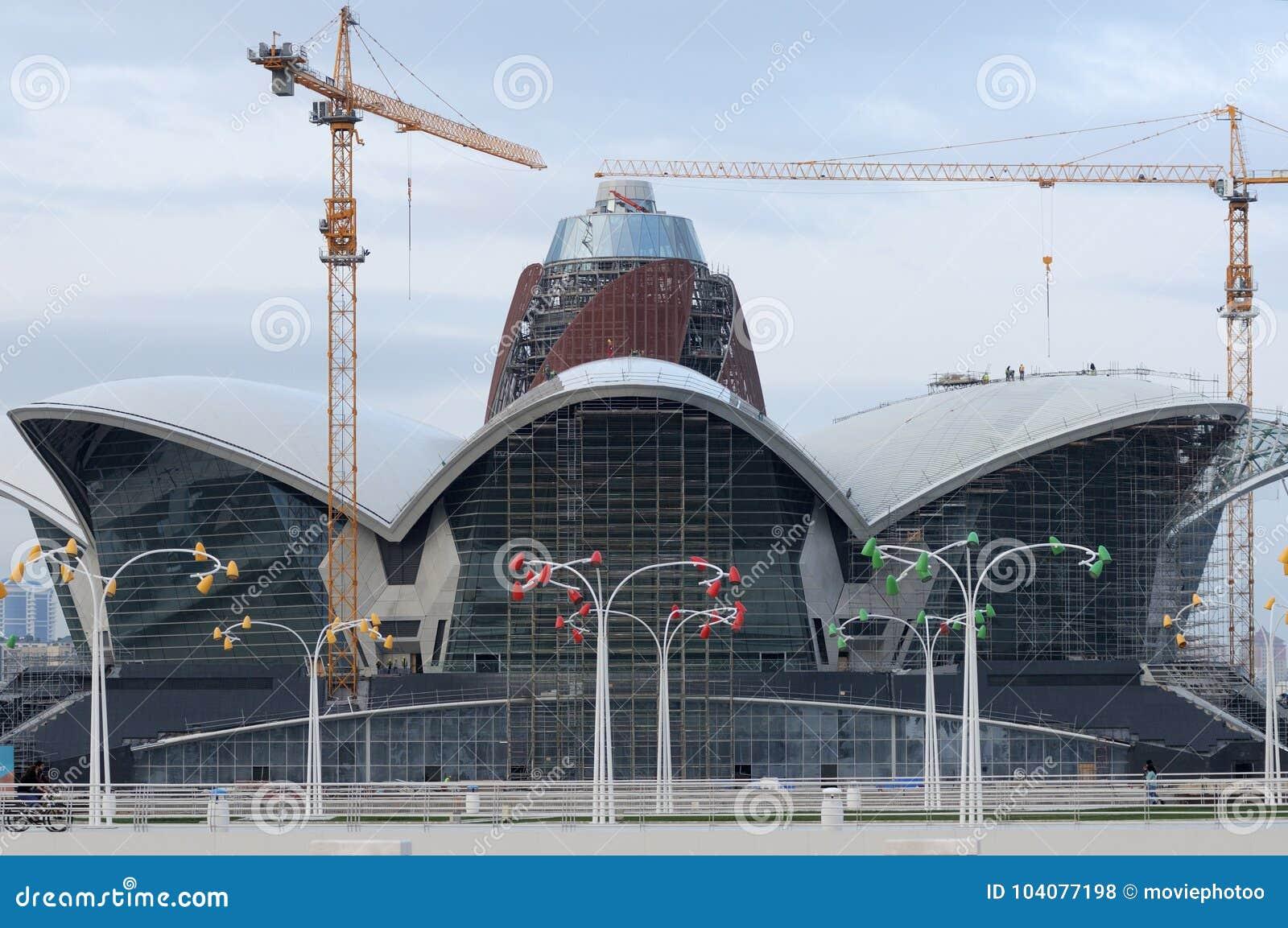 Centro commerciale in costruzione il lungomare caspico, Bacu, Azerbaigian