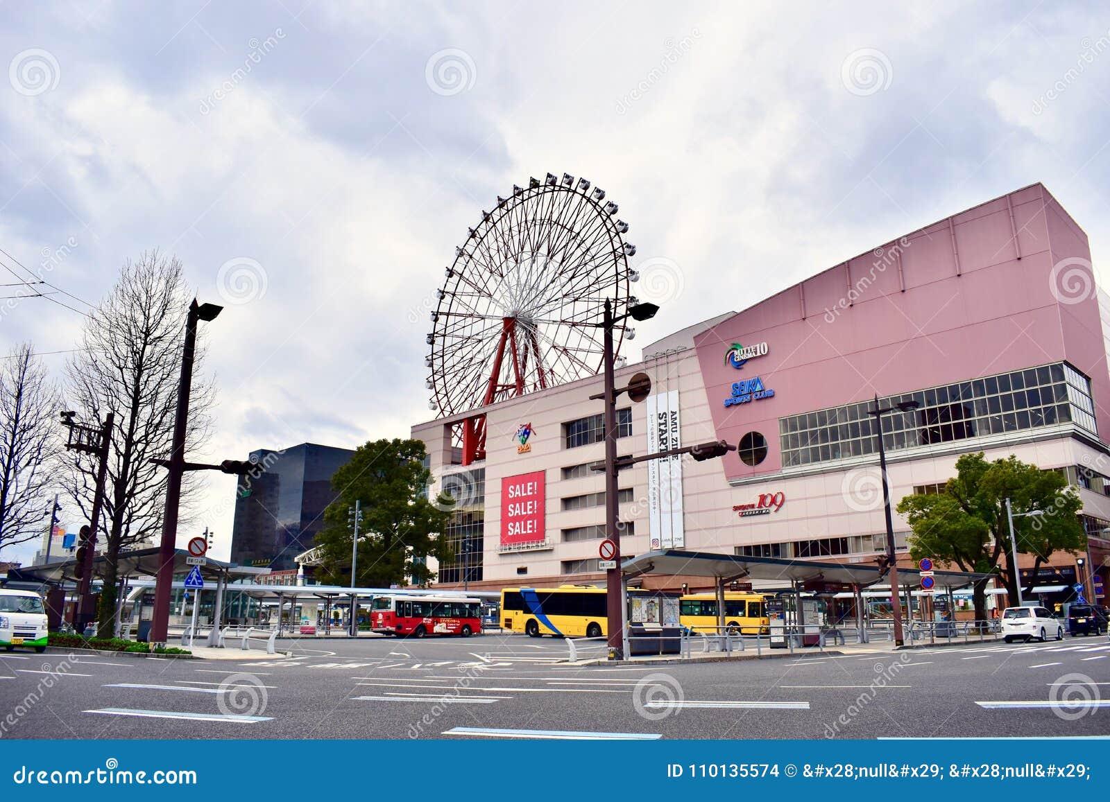 Centro commerciale del Giappone Kagoshima nel giorno nuvoloso