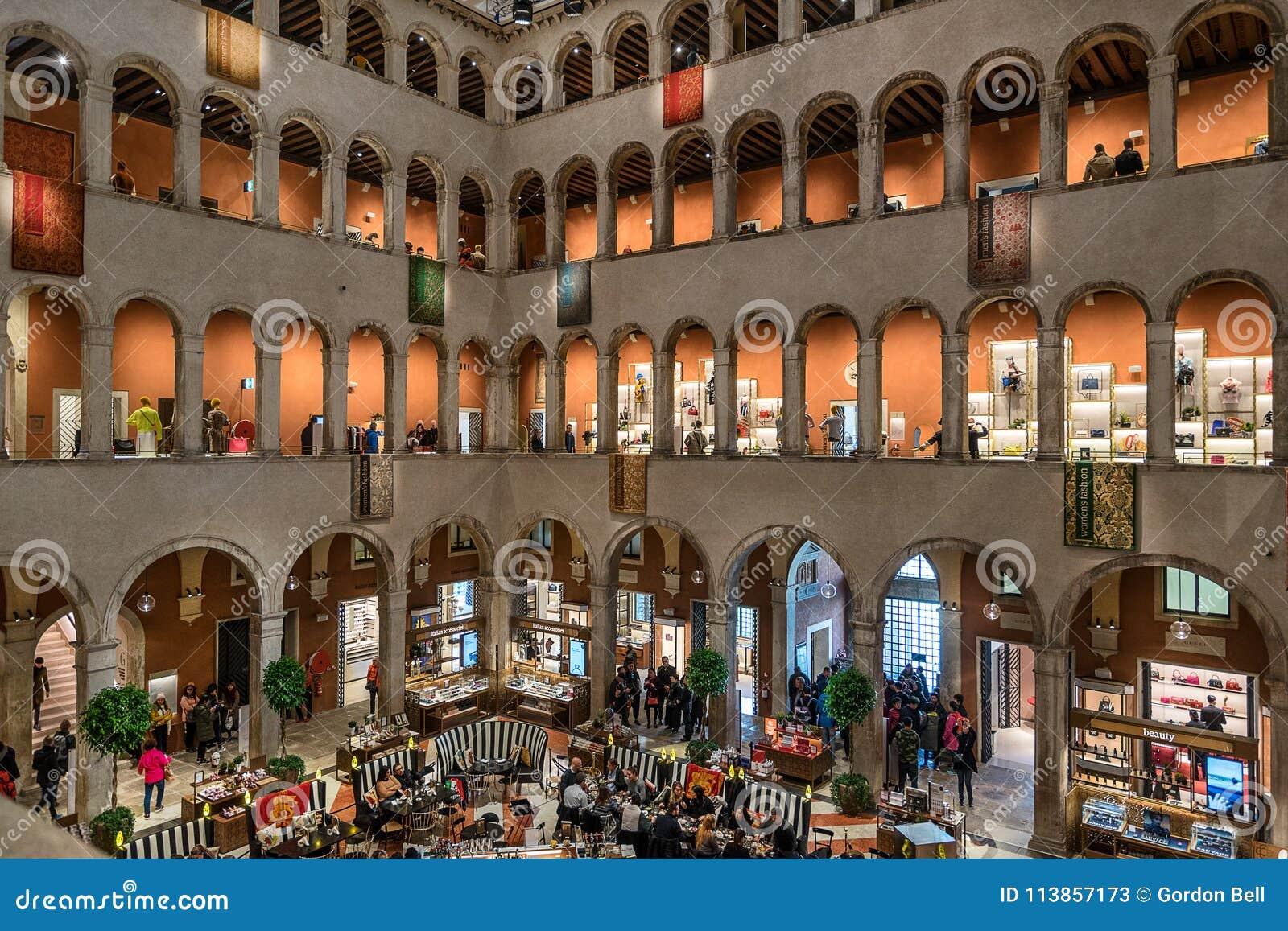 Centro Commerciale Di Tedeschi Di Dei Di Fondaco A Venezia ...