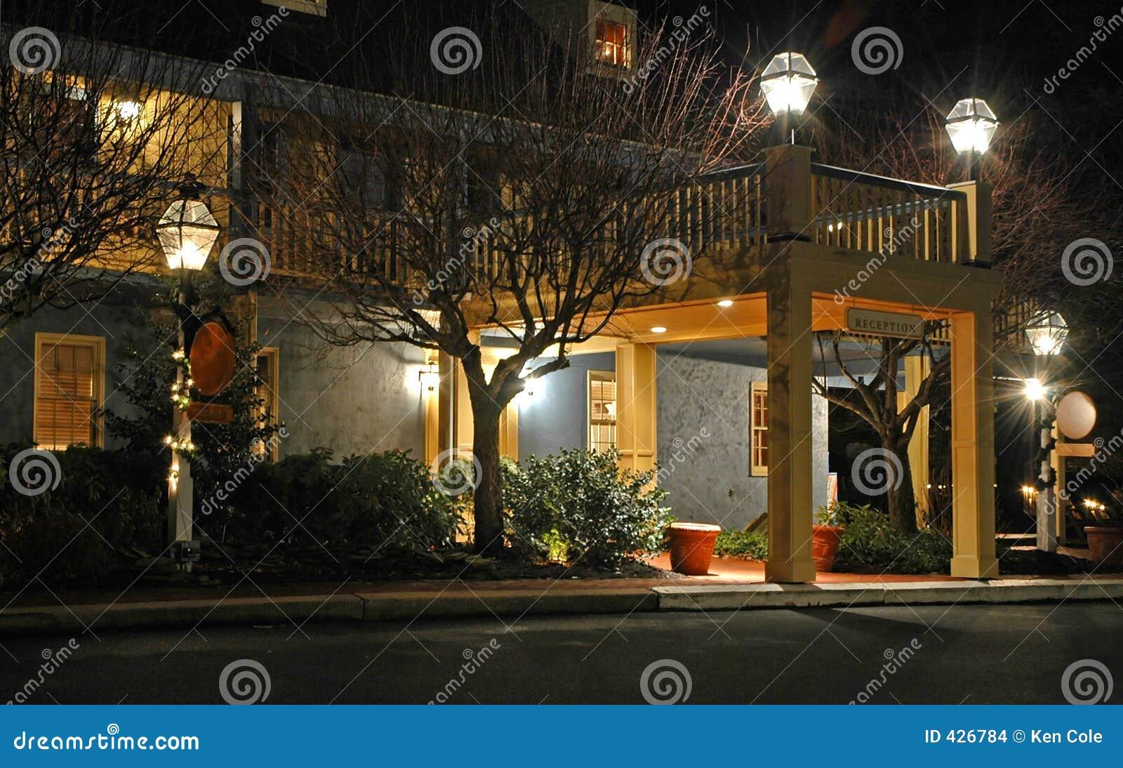 Centro de conferencias en la noche - 3