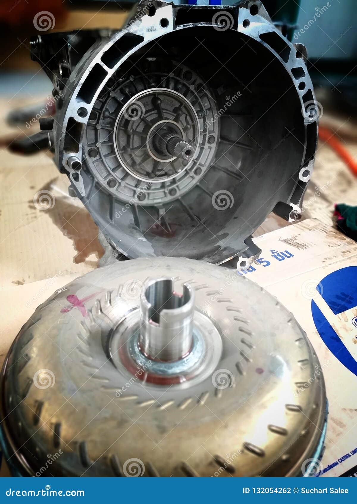 Centro de serviço de reparações velho do carro das peças sobresselentes do carro