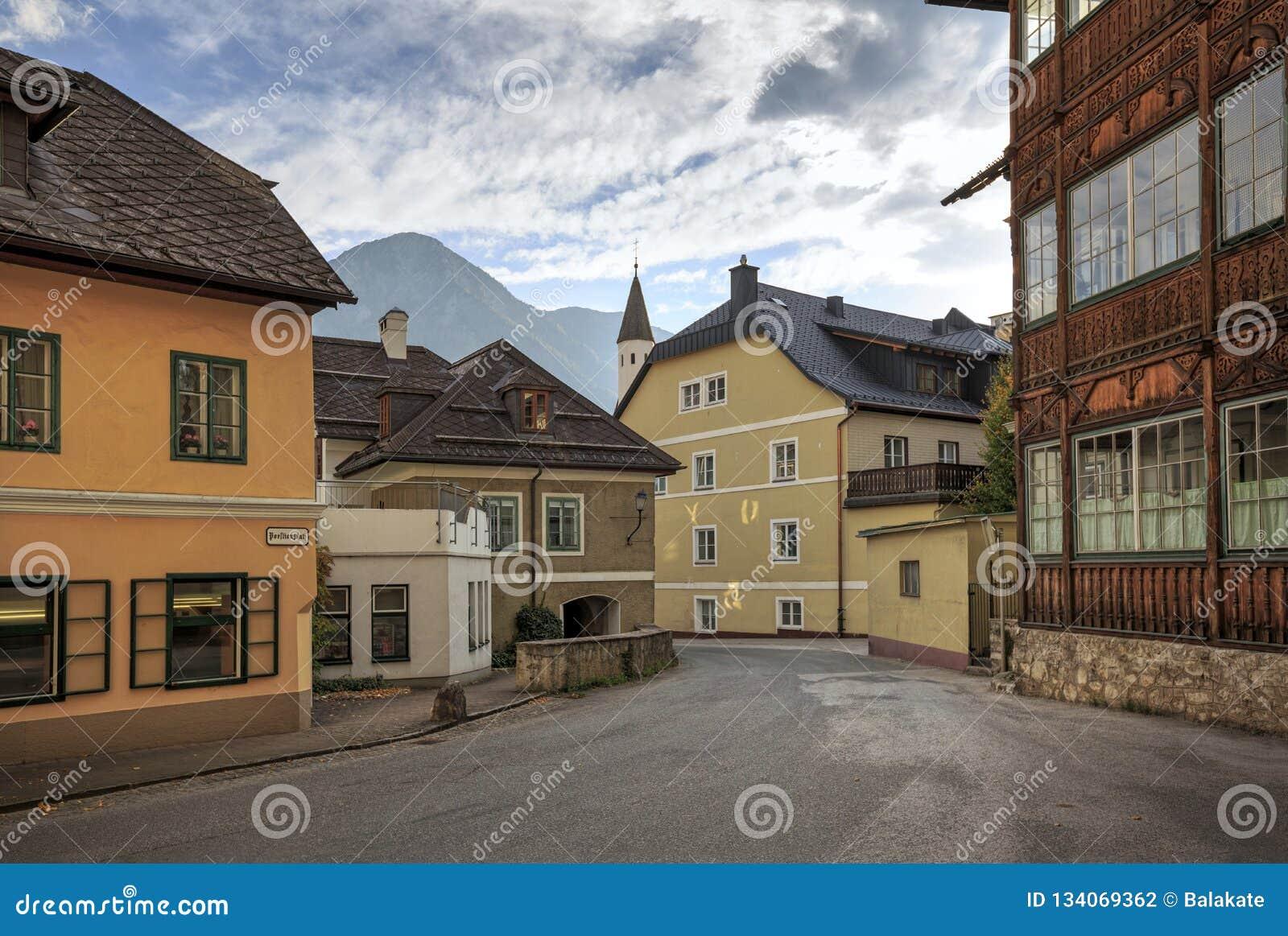 Centro histórico da cidade de Aussee mau durante o por do sol Aussee mau, Styria, Áustria, Europa
