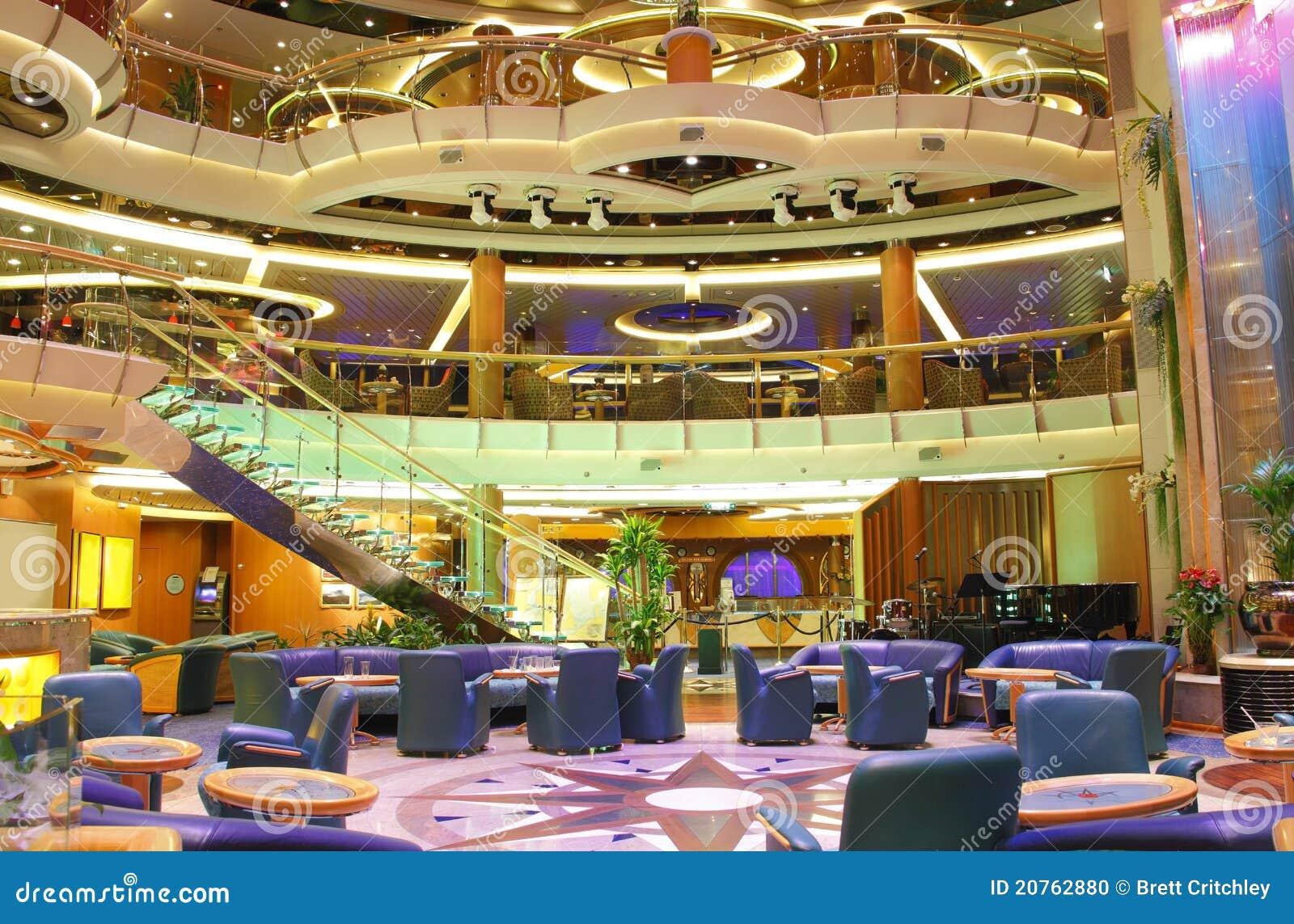 centrum de luxe d 39 int rieur de bateau de croisi re photo stock image 20762880. Black Bedroom Furniture Sets. Home Design Ideas