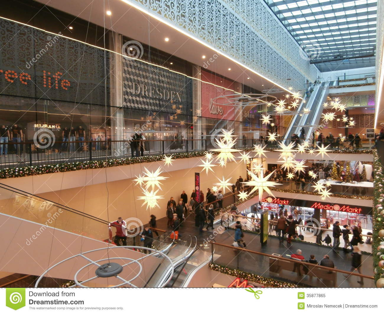 Centrum Galerie Shopping Centre In Dresdengermany 2013 12 07